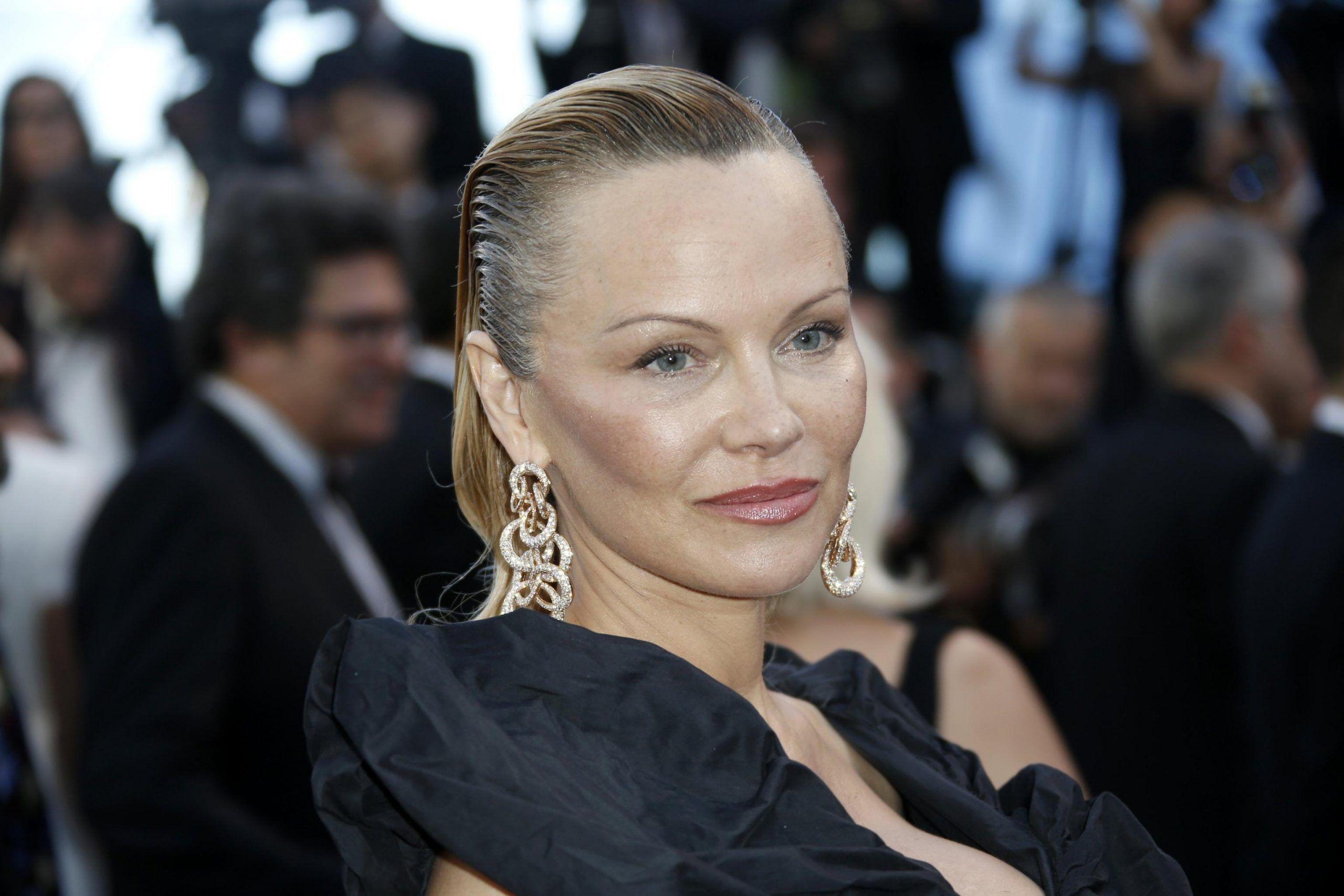 Cannes 2017: Pamela Anderson irriconoscibile sul red carpet