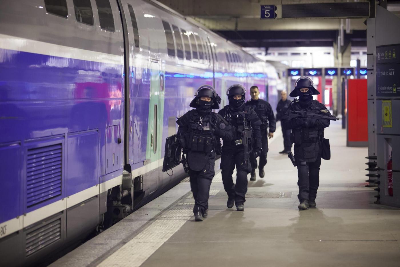 Parigi, blitz alla stazione Gare du Nord a caccia di tre sospetti terroristi