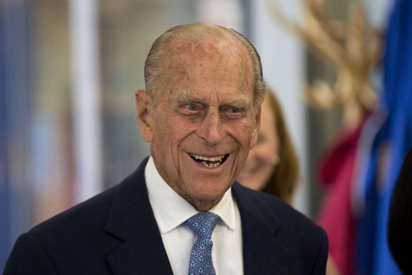 Filippo di Edimburgo, marito di Elisabetta II, si ritira dalla vita pubblica: l'annuncio di Buckingham Palace