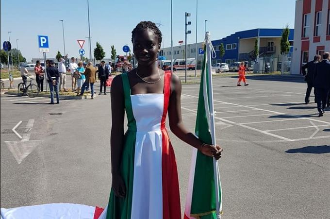 Mattarella a Mirandola accolto da ragazza di colore: l'ira dei razzisti su Facebook