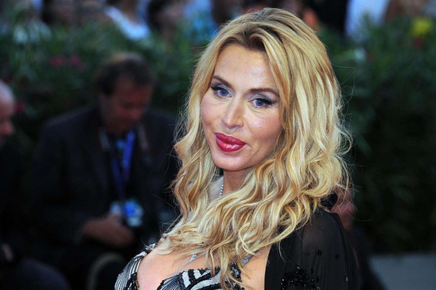 Valeria Marini mamma 50 anni