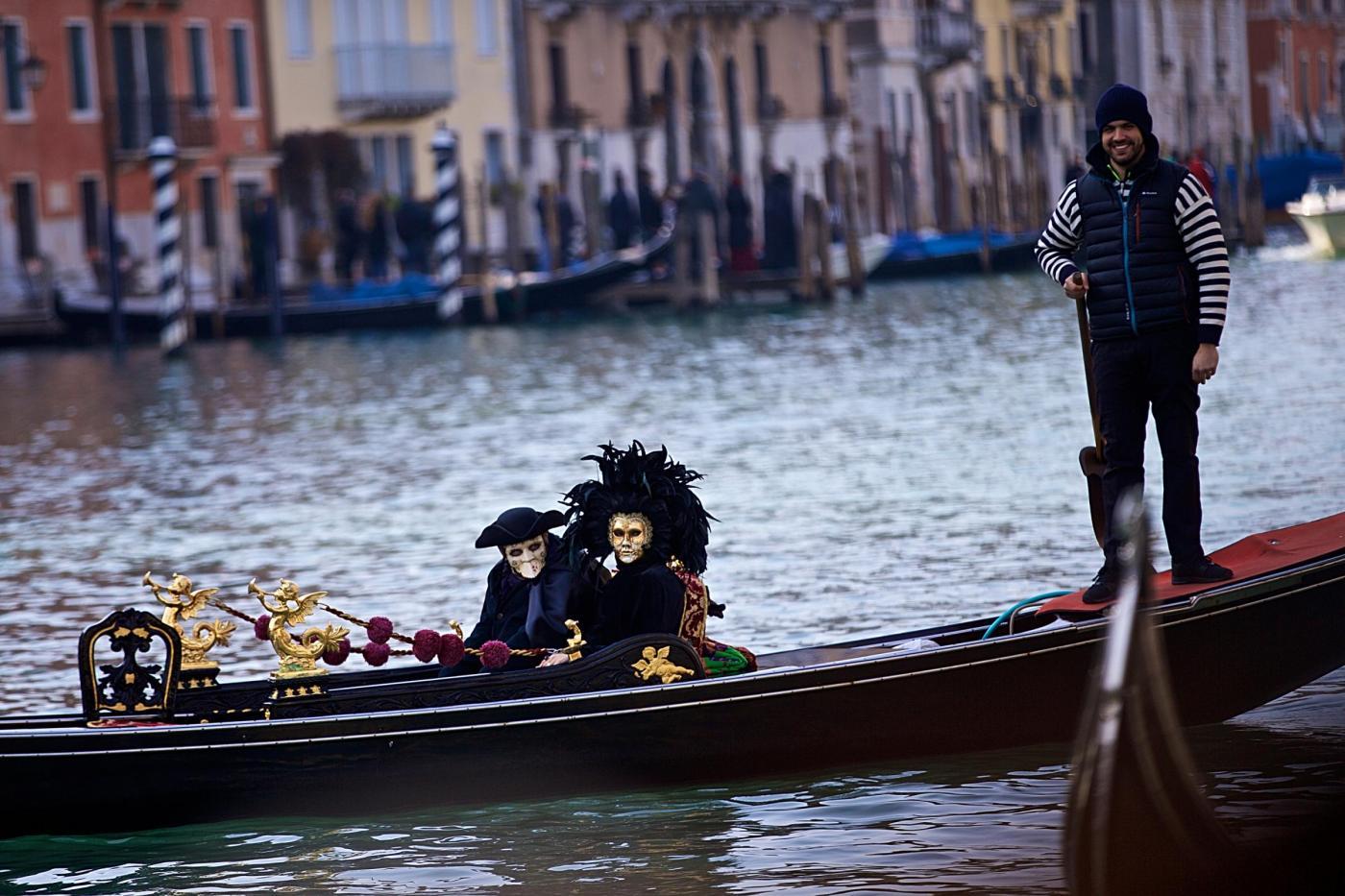 Bando agenti di polizia locale Venezia: il sindaco Brugnaro cerca 100 vigili (senza pancia)