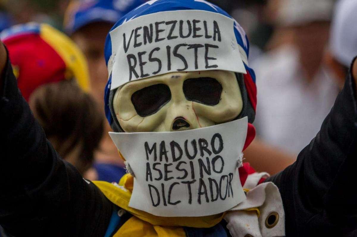Venezuela, Maduro convoca l'Assemblea Costituente del popolo ma l'opposizione denuncia 'è golpe'