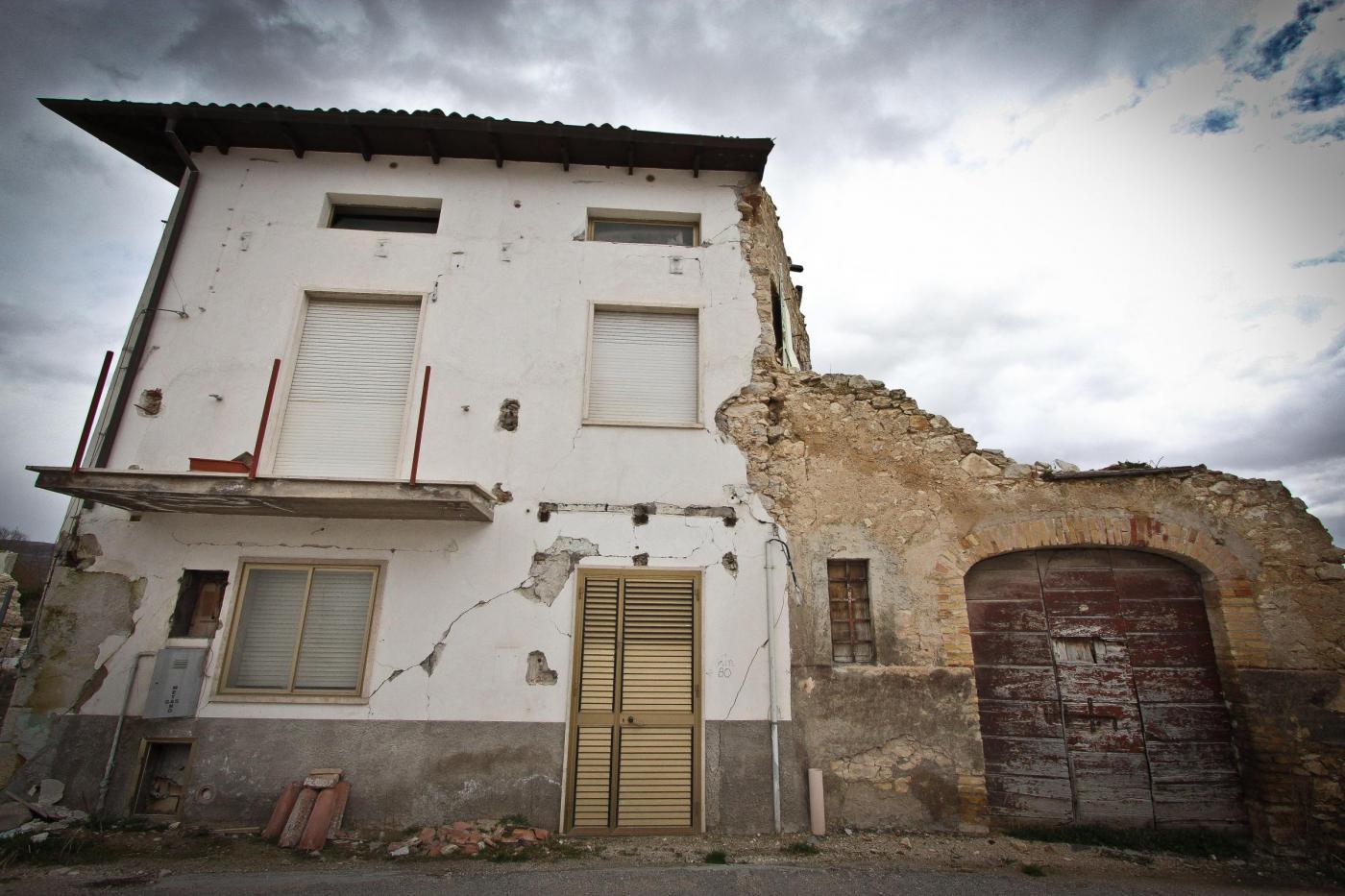 Terremoto all'Aquila: 24 famiglie evacuate dalle casette, perché a rischio stabilità
