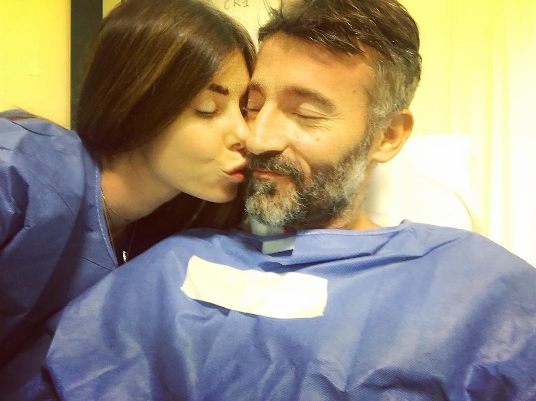 Max Biaggi festeggia il compleanno in ospedale con Bianca Atzei