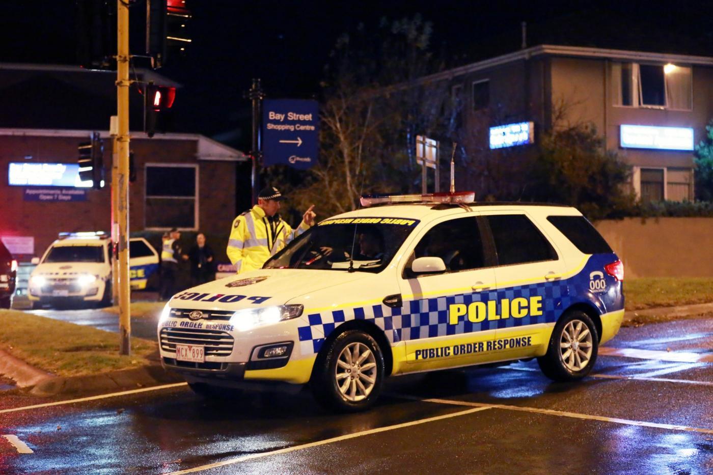 Melbourne, prende donna in ostaggio e annuncia in tv di essere dell'Isis