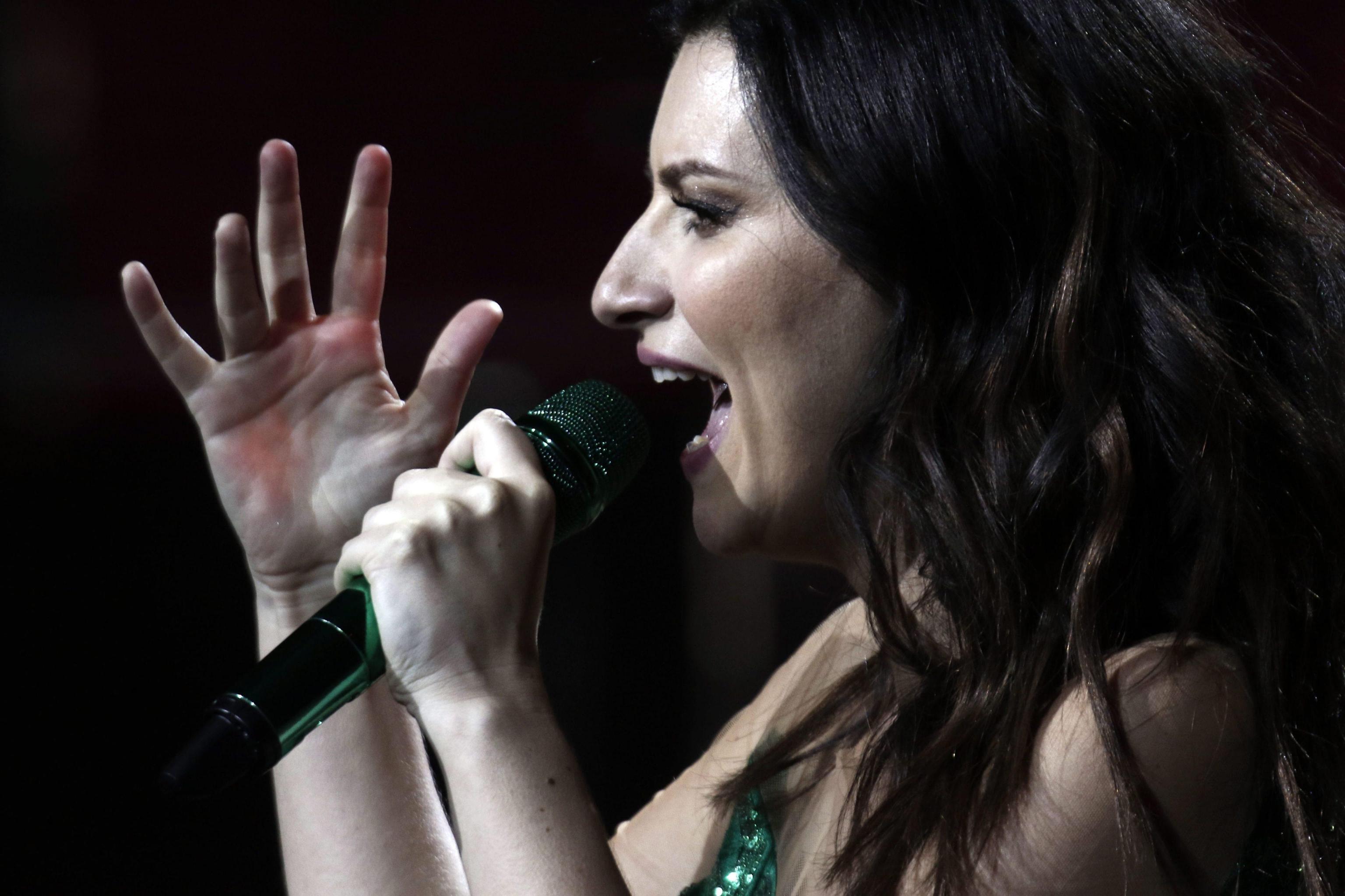 One Love Manchester, Laura Pausini polemica per Amiche per l'Abruzzo: 'Nessuna tv ci aiutò'