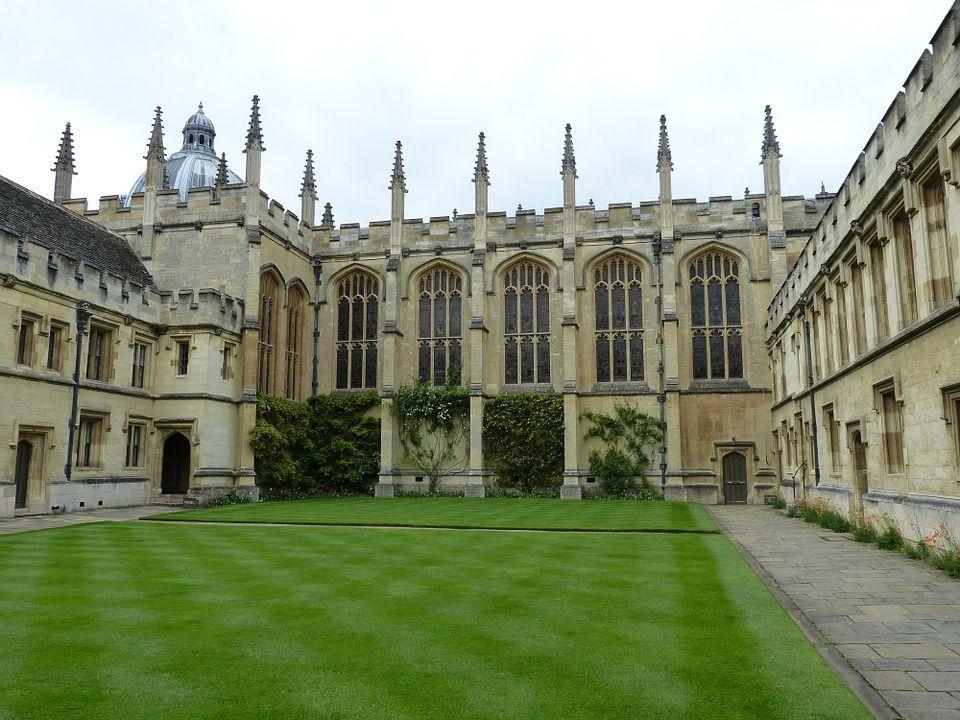 Esame facilitato per le ragazze a Oxford, polemiche