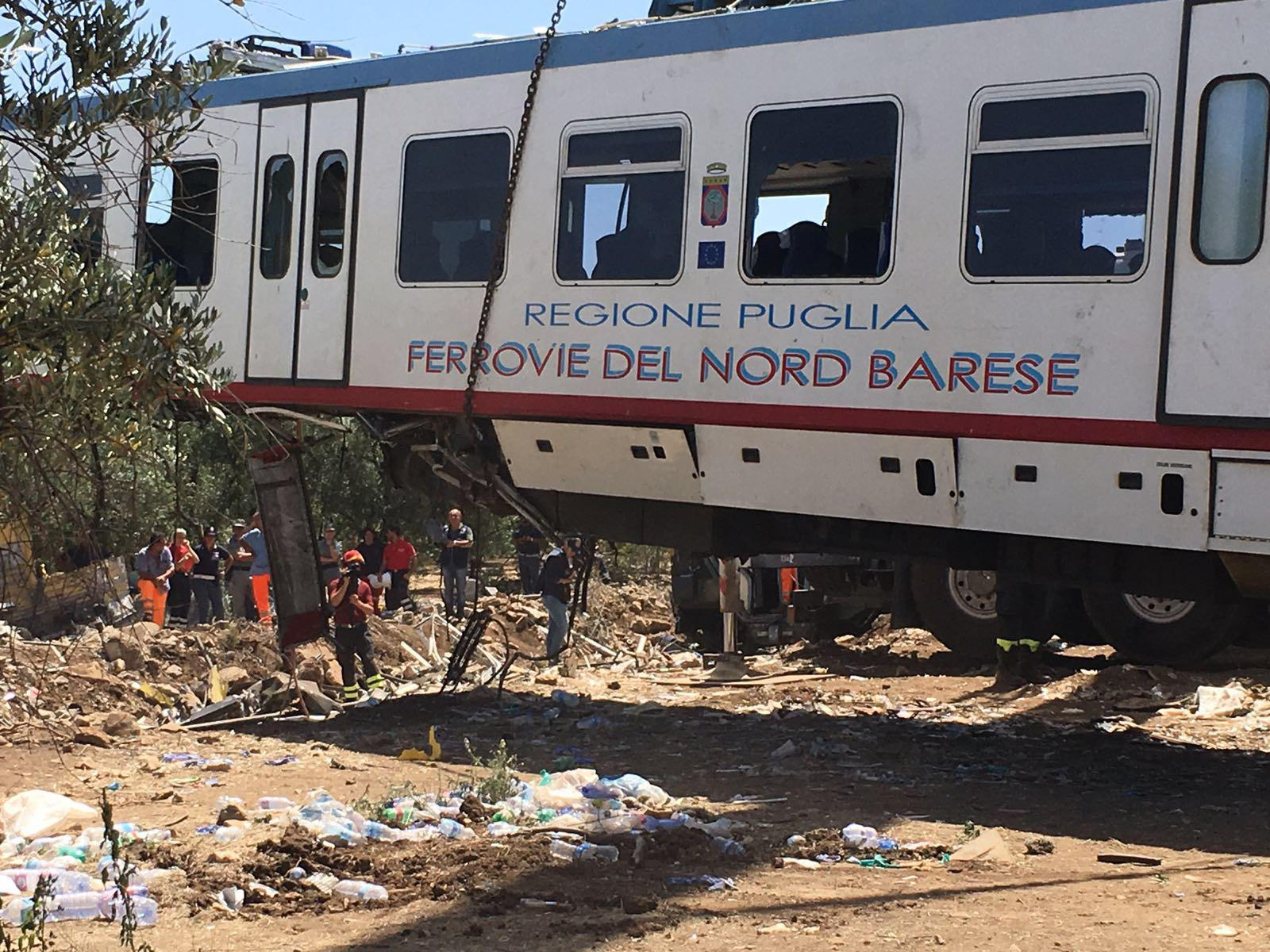 Scontro tra treni in Puglia, a Lecce: decine di feriti, nessuno è grave