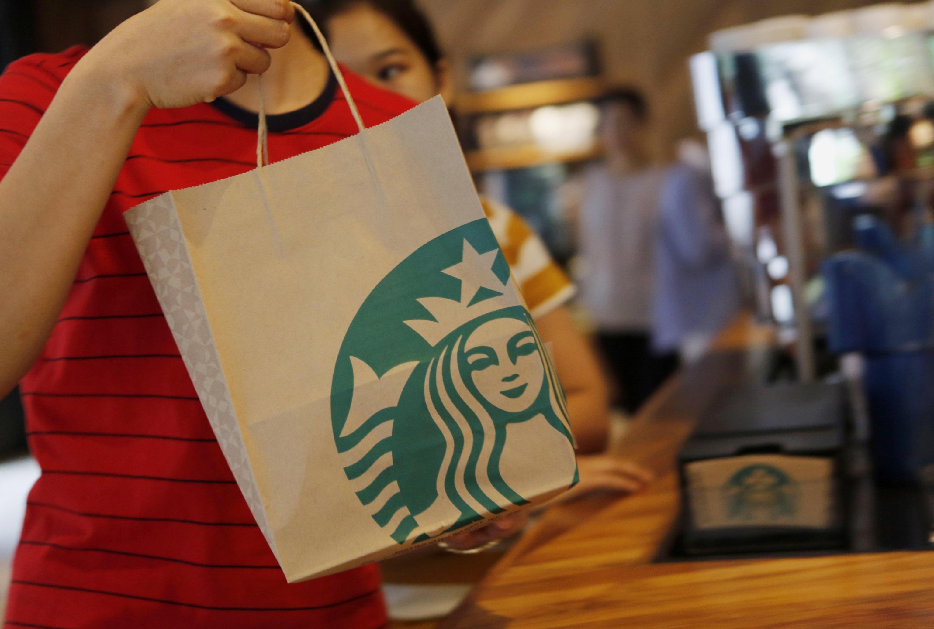 Starbucks, Costa e Caffè Nero: «Batteri fecali nel ghiaccio delle bevande»