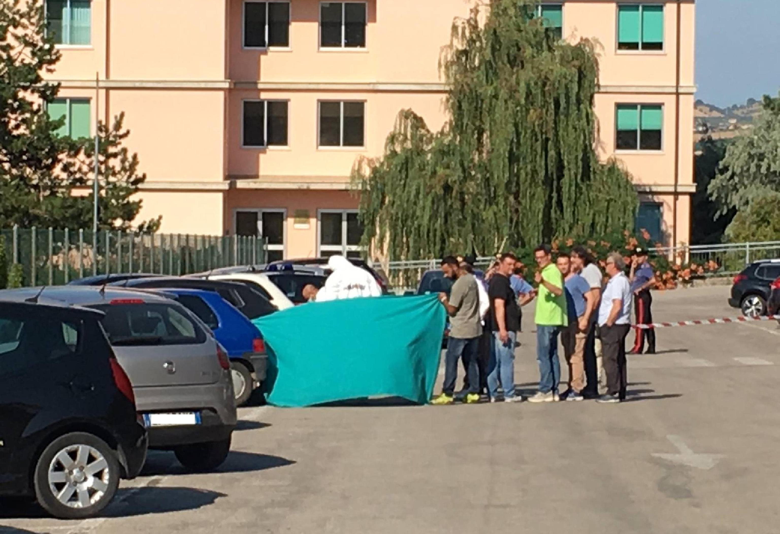 Dottoressa Ester Pasqualoni uccisa a Teramo: suicida presunto killer