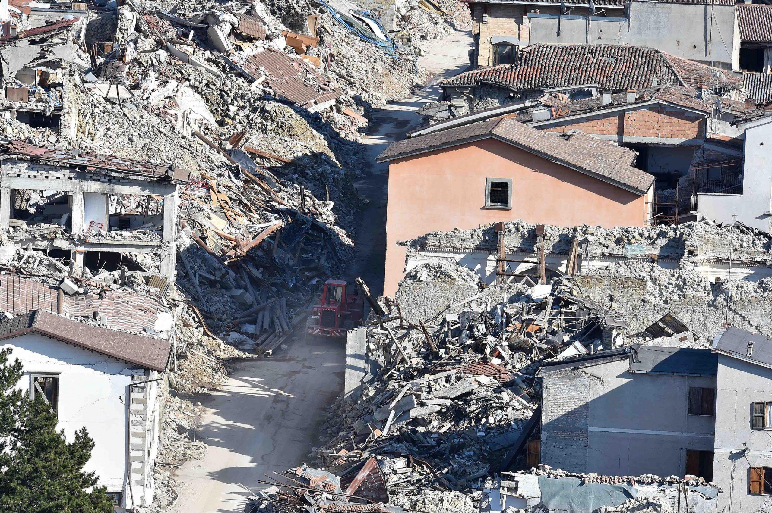 Terremoto: Gentiloni a Norcia a sei mesi dal sisma