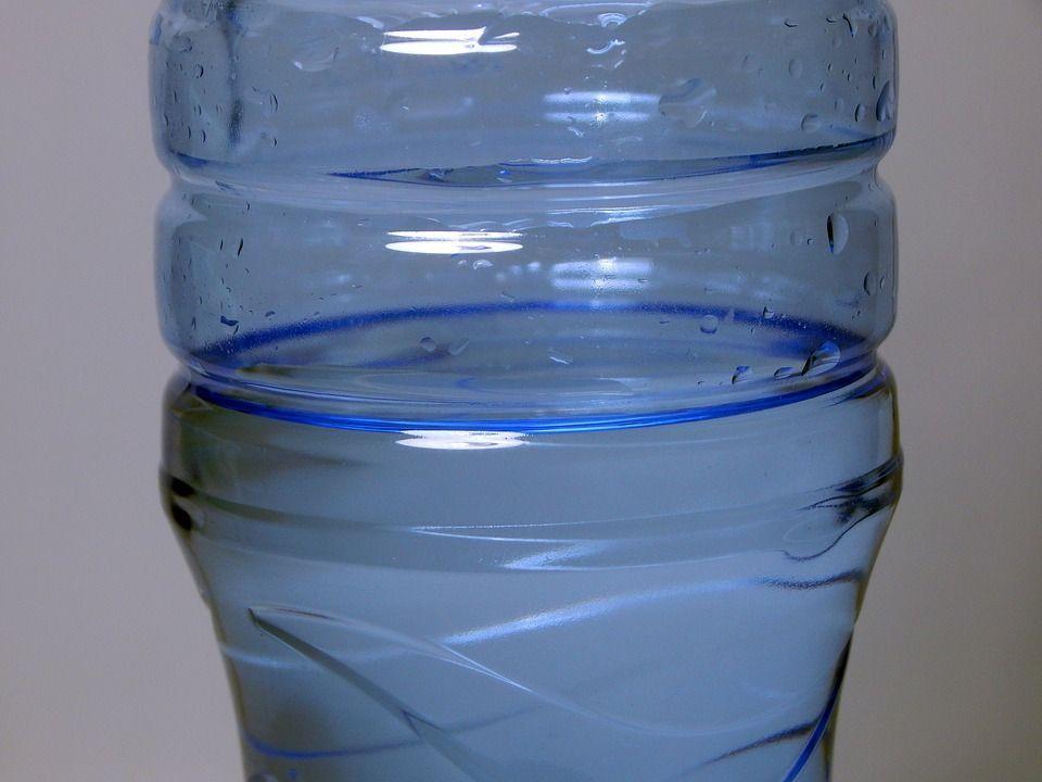 Beve solo acqua per venti giorni: donna morta a 57 anni