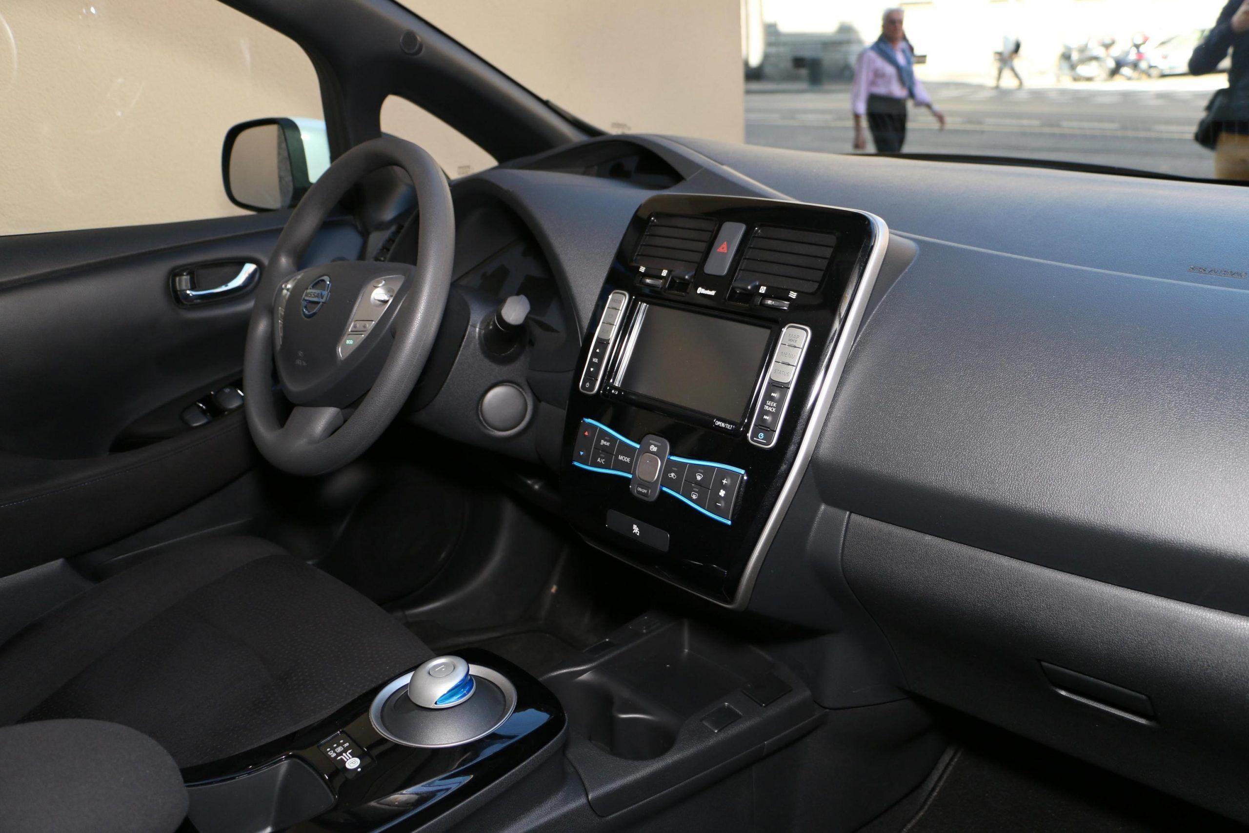 India, entro il 2030 in vendita solo auto elettriche