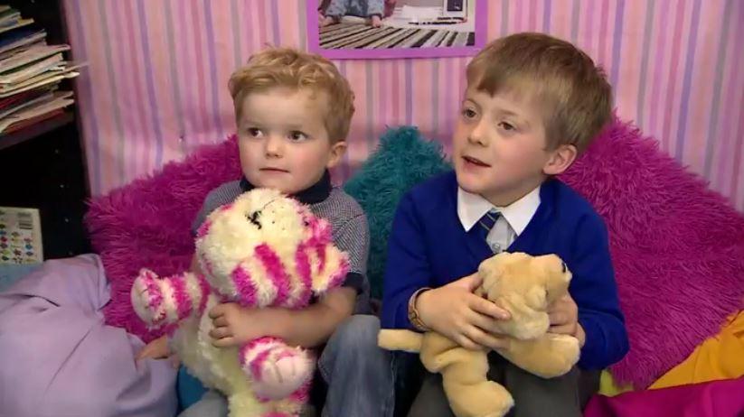 Bimbo di 5 anni salva la vita al fratellino con la manovra anti-soffocamento imparata a scuola