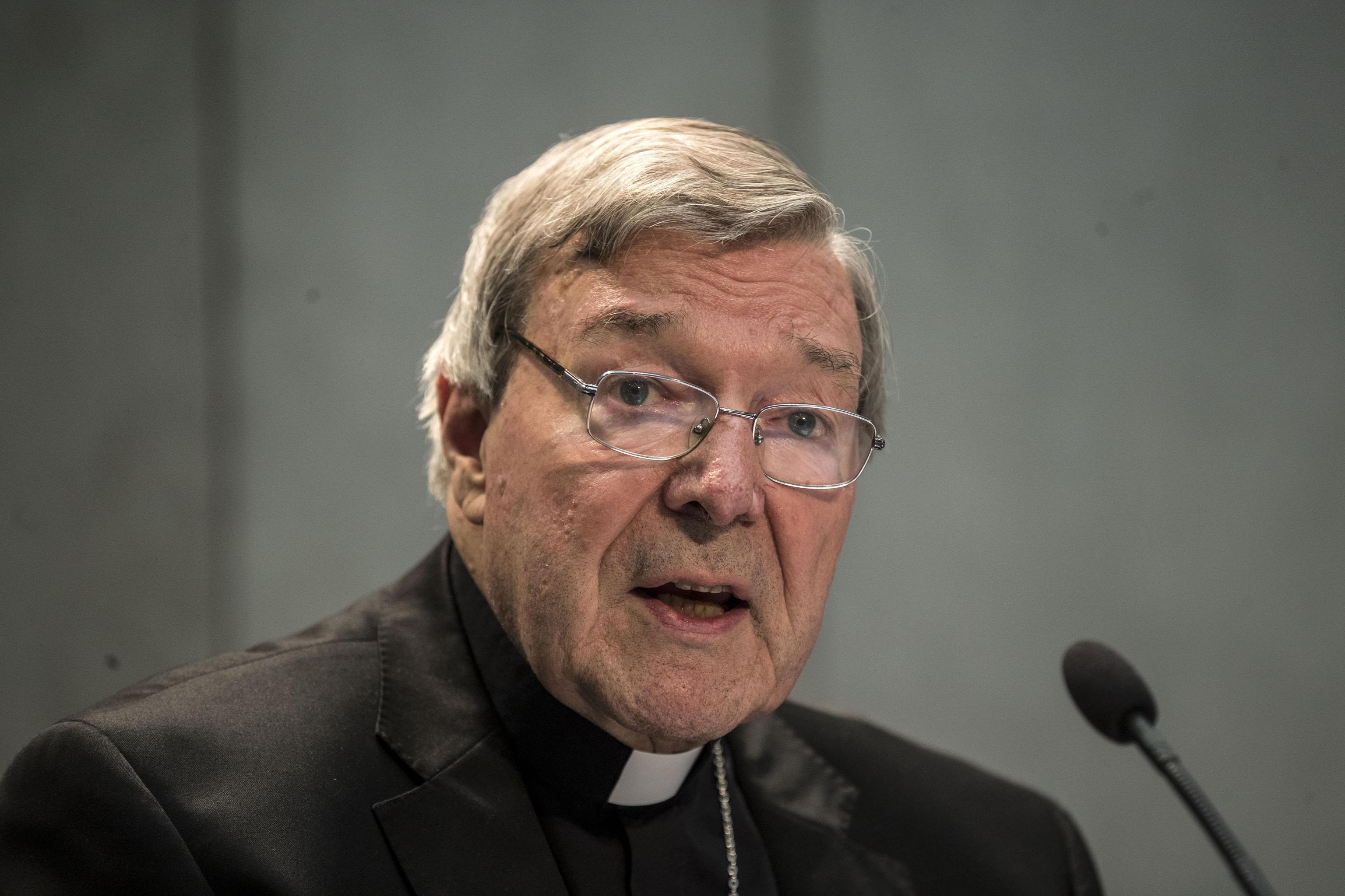 Pedofilia nella Chiesa, indagato il cardinale Pell: in congedo papale, andrà in Australia per difendersi