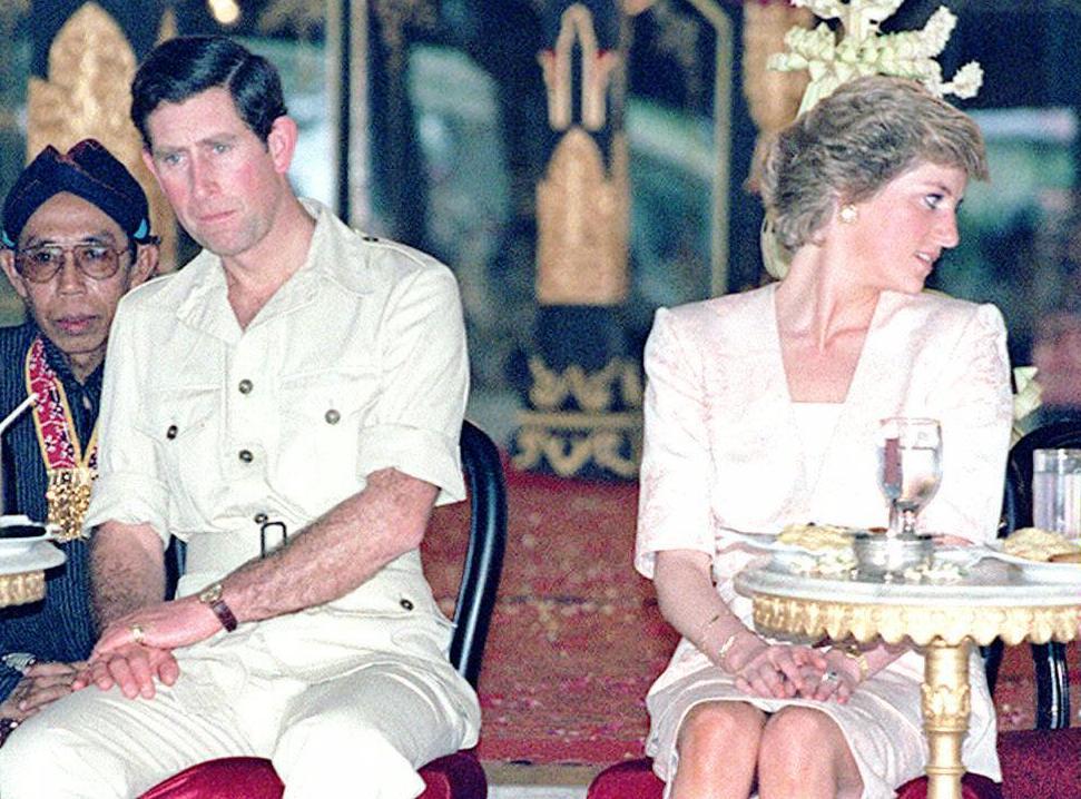 Lady Diana tentò il suicidio poco dopo le nozze: la rivelazione shock