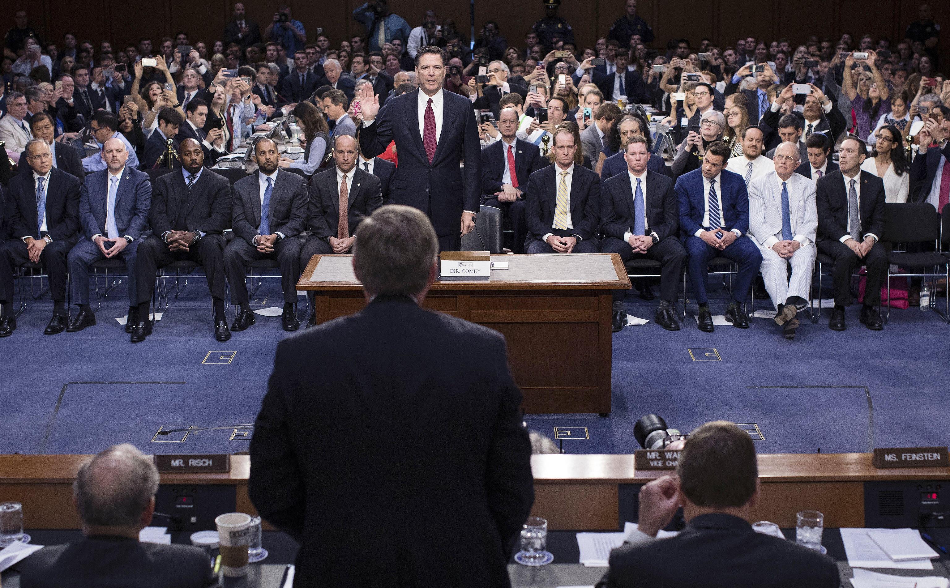 Russiagate, Comey affossa Trump: 'Cacciato per le indagini, il presidente ha mentito'