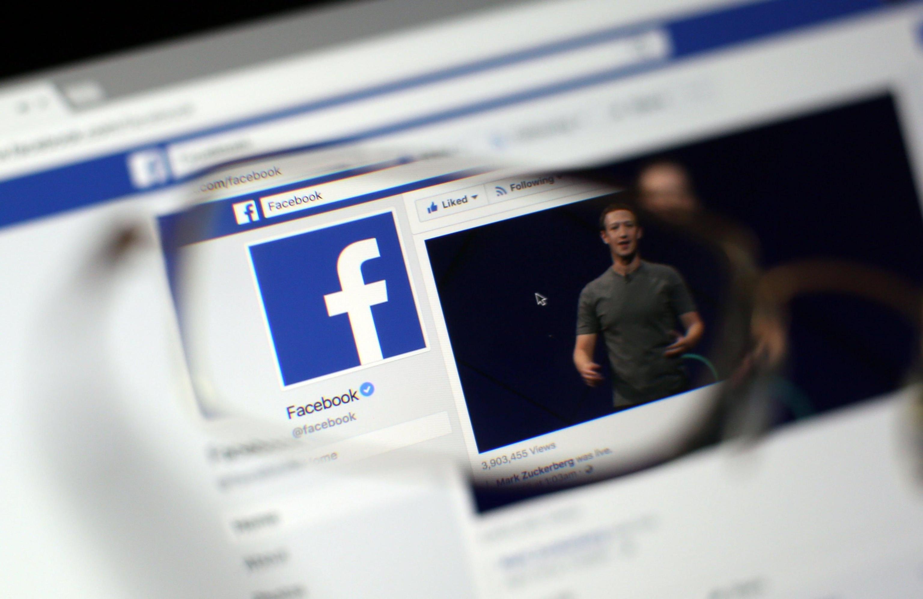 Facebook introduce il bottone per le GIF, per inviare direttamente un'immagine animata