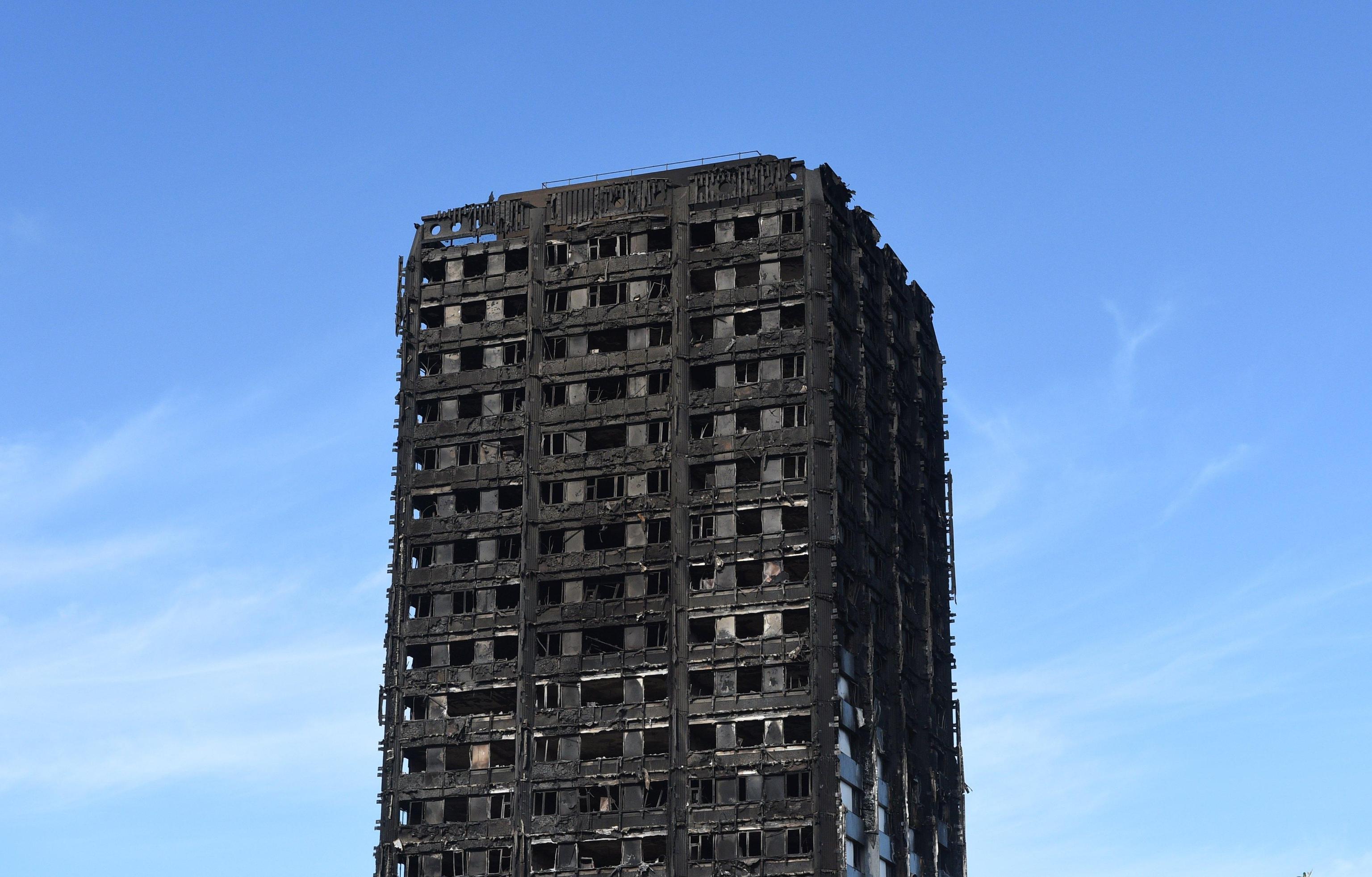 Incendio Londra: 16enne si salva e la mattina dopo va a fare l'esame