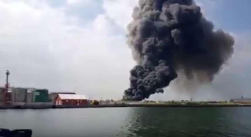 Incendio oggi a Marghera: rischio nube tossica dal capannone dei rifiuti