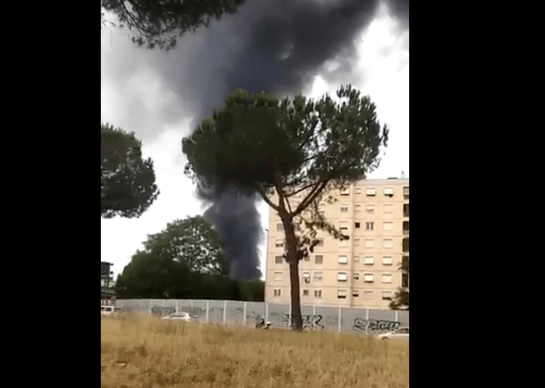 Autostrada A24 invasa dal fumo: traffico bloccato sull'autostrada Roma-L'Aquila