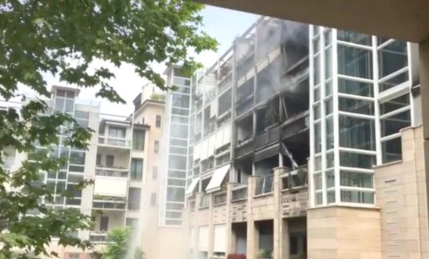 Incendio palazzo a Torino: a fuoco tre piani, alloggi distrutti