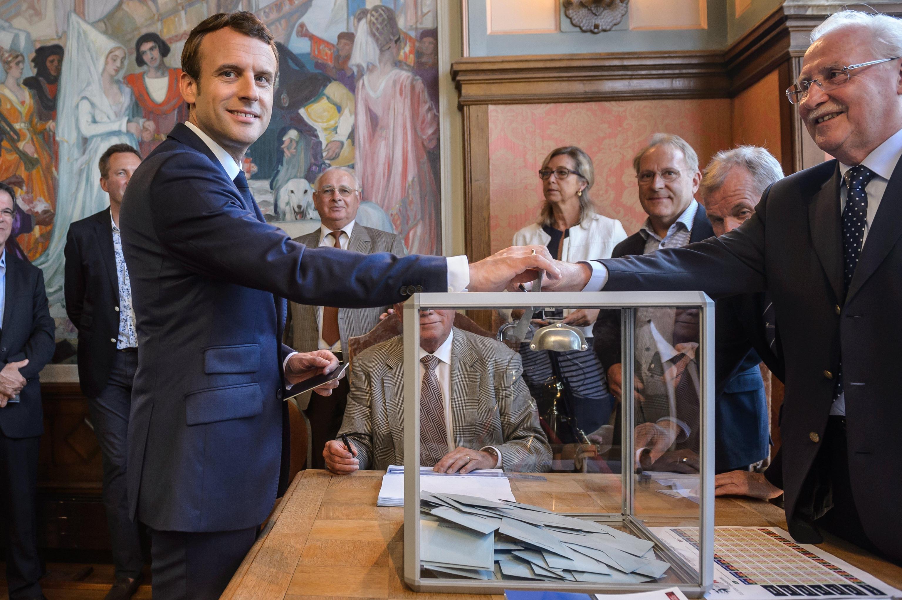 Elezioni legislative Francia 2017, Macron ha maggioranza assoluta: Marine Le Pen in Parlamento