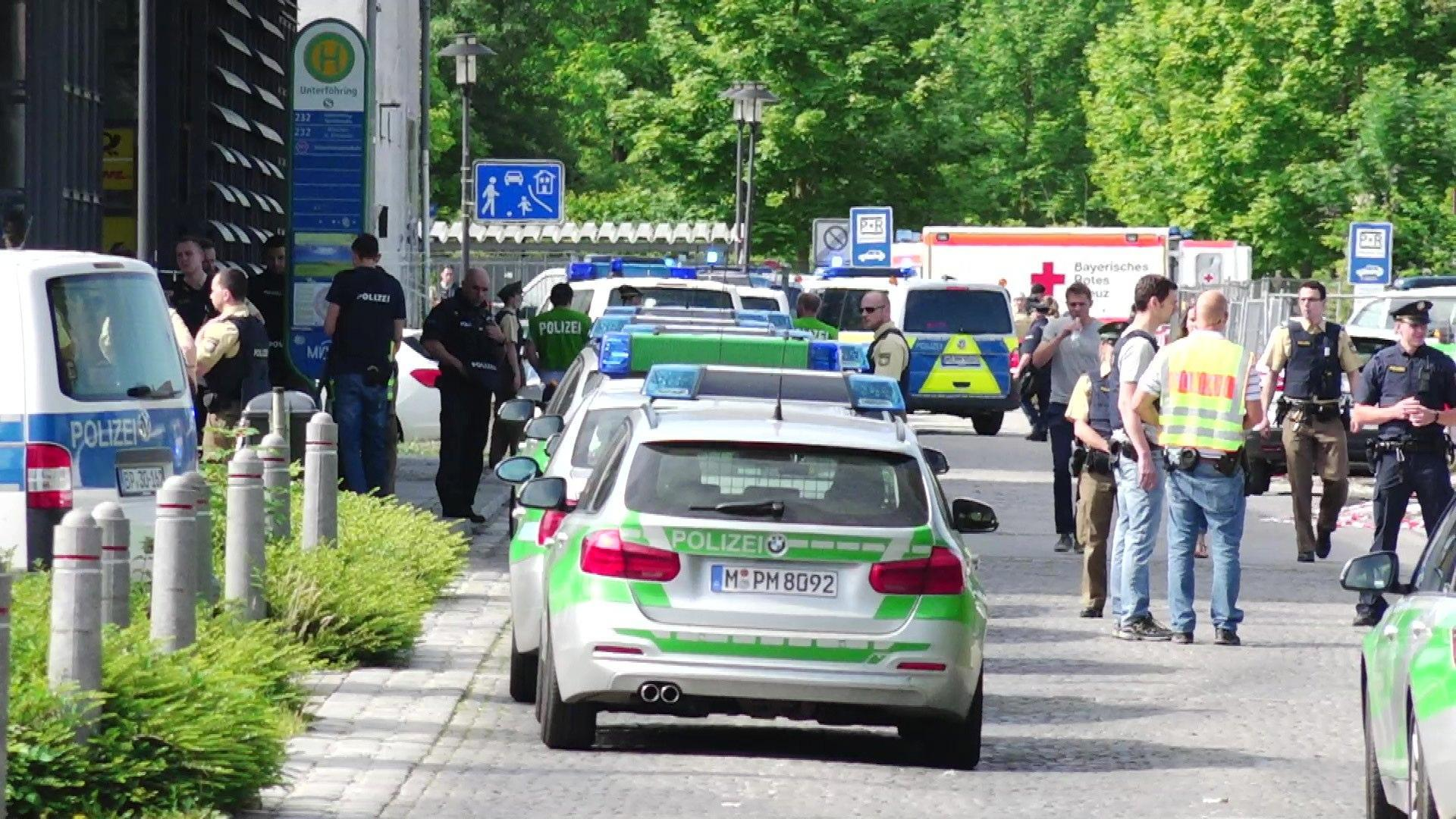Policewoman injured in a shooting at a Munich subway