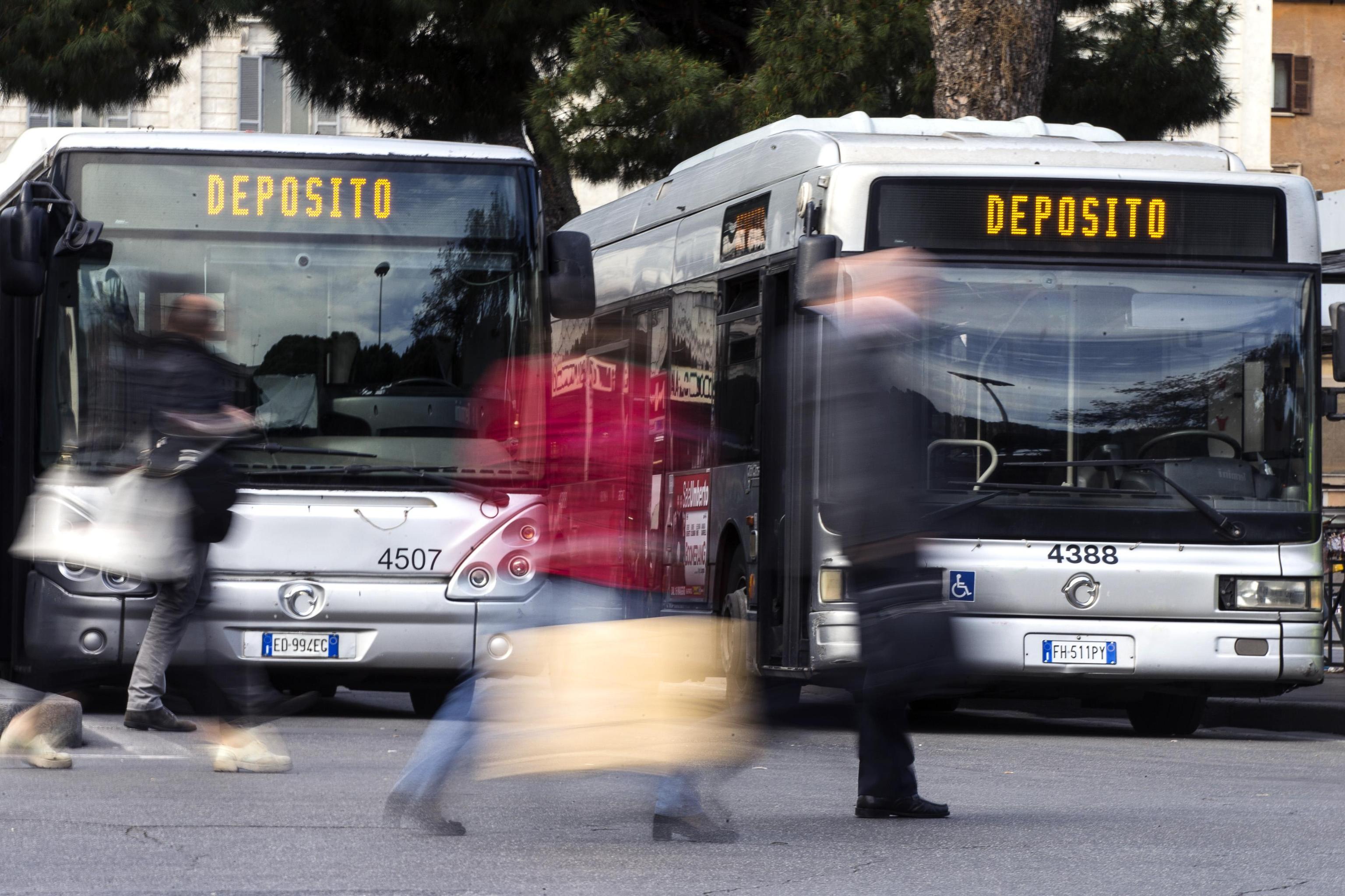 Sciopero 16 giugno 2017: treni, bus, metro, traghetti e aerei fermi per 24 ore. Orari e info utili