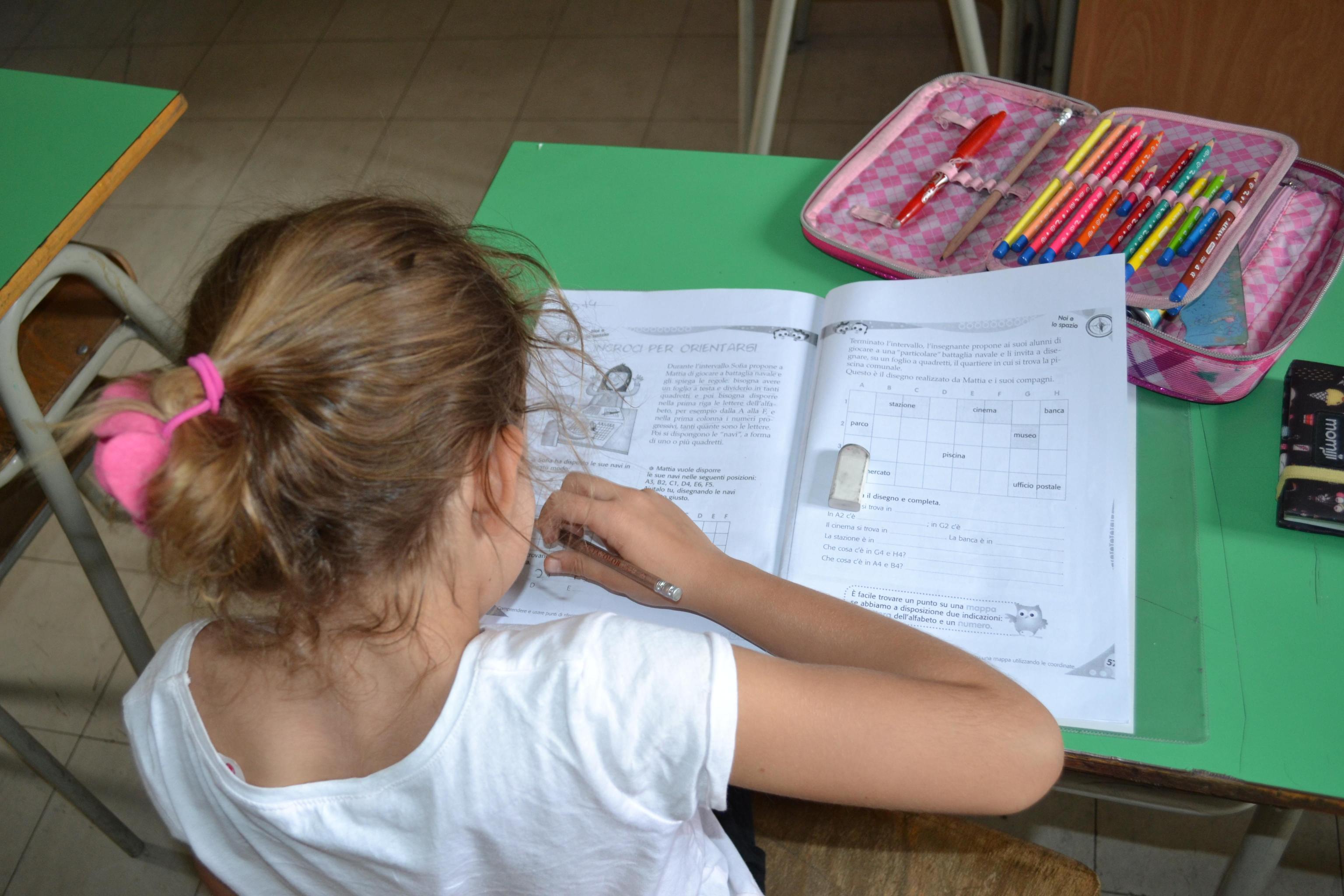 Niente compiti di scuola a casa, si parte in 166 classi