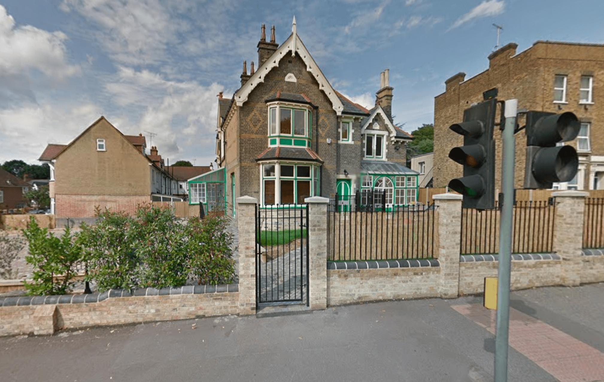 Infermiera accoltellata da tre donne a Londra: 'Inneggiavano ad Allah'