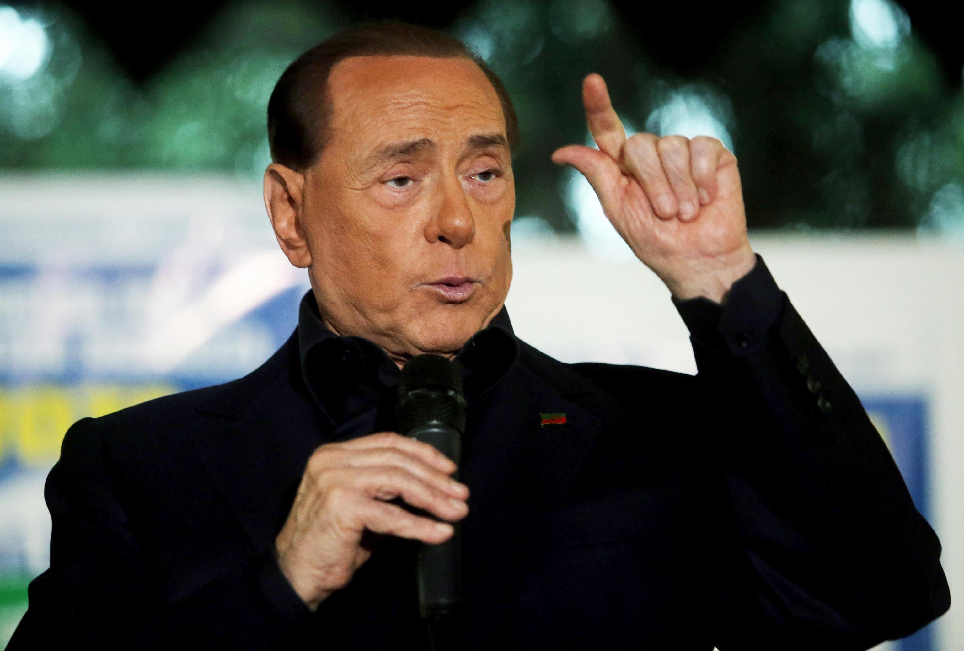 Berlusconi scherza: 'Trump? Mi piace molto Melania'