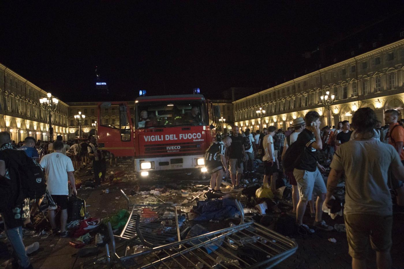 Champions League, panico a Torino in piazza San Carlo: tifosi della Juve in fuga