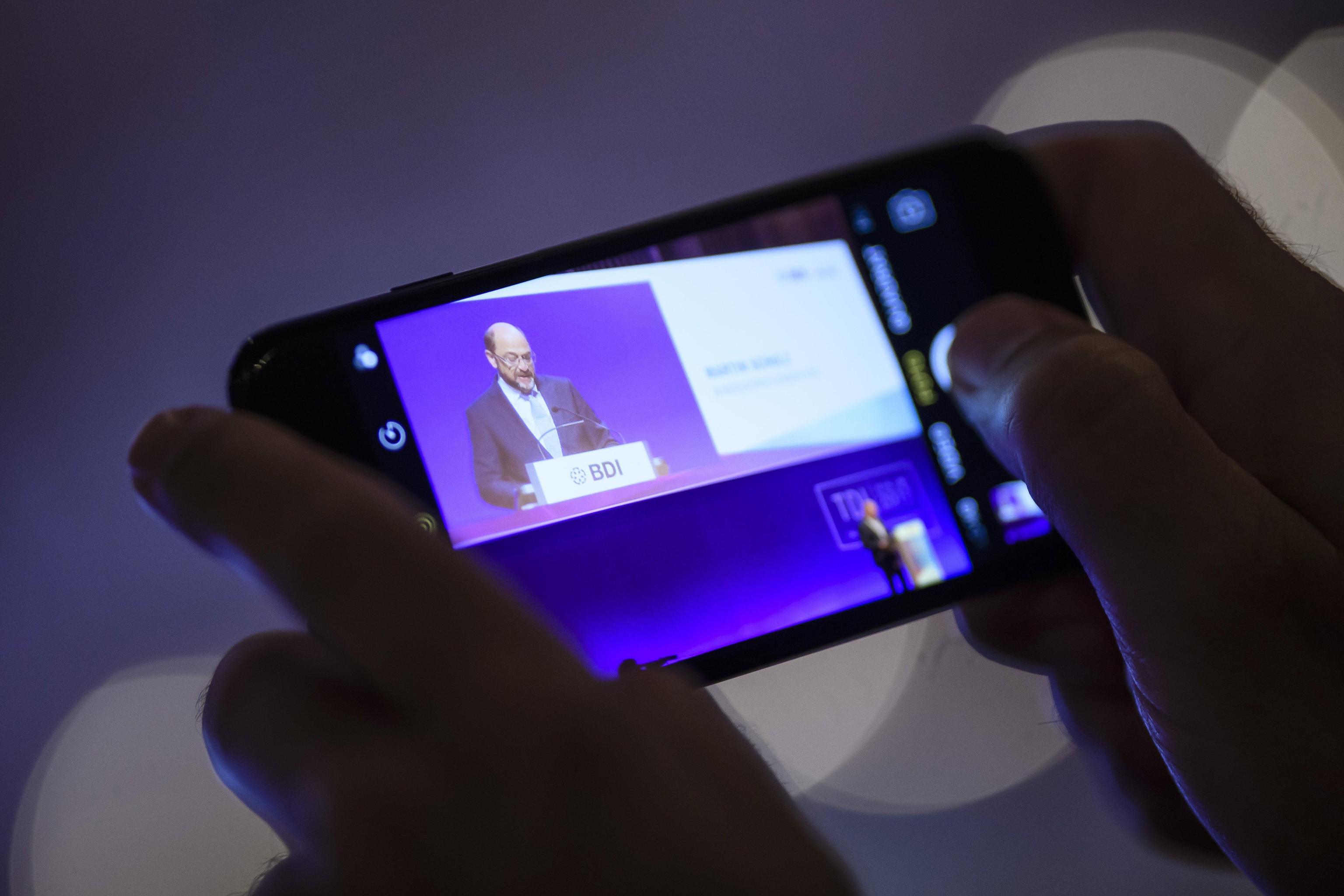 Social Media come la tv: lo smartphone è il 'telecomando' per fare zapping in Rete