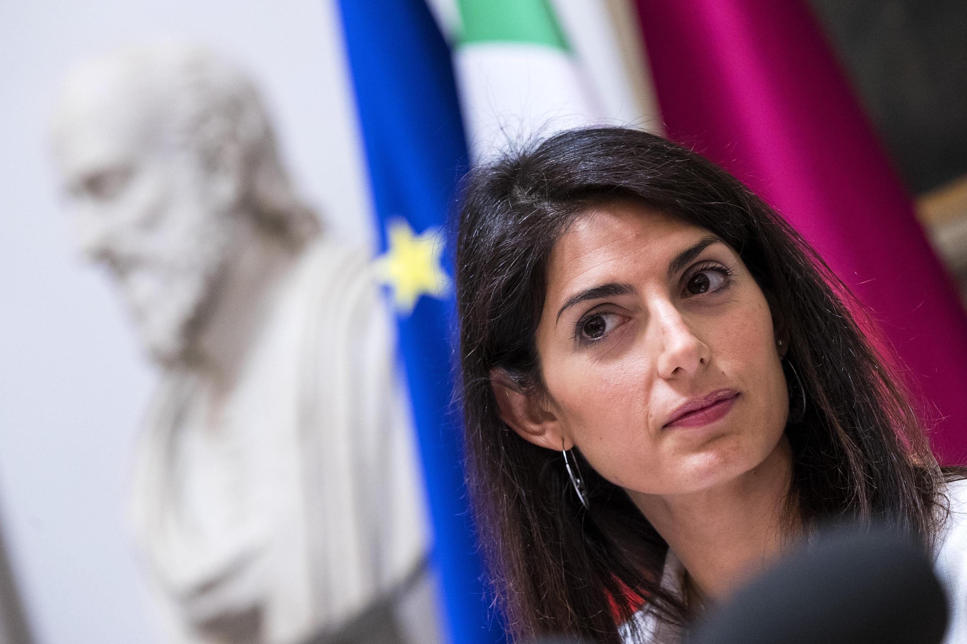 Raggi e lo stop ai migranti a Roma, il Viminale: 'Faccia la sua parte, ne può ospitare altri 2mila'