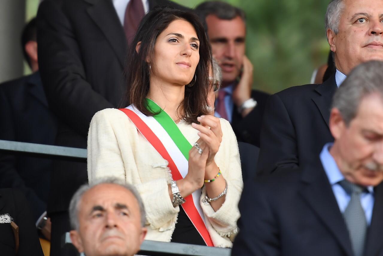 Carabinieri: Medaglia d'oro a bandiera per impegno sisma