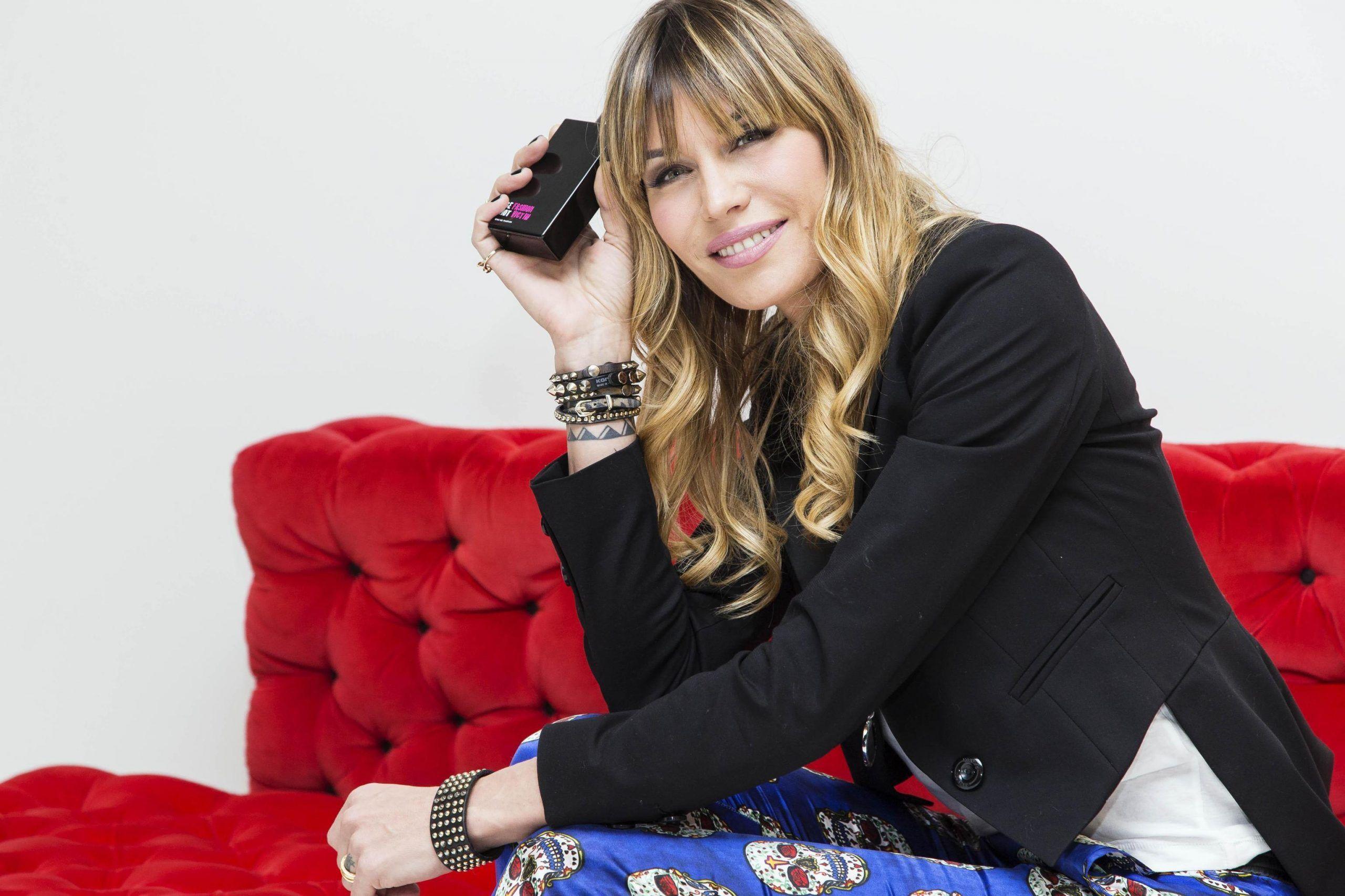 Moda: Elenoire Casalegno lancia profumo sul suo blog