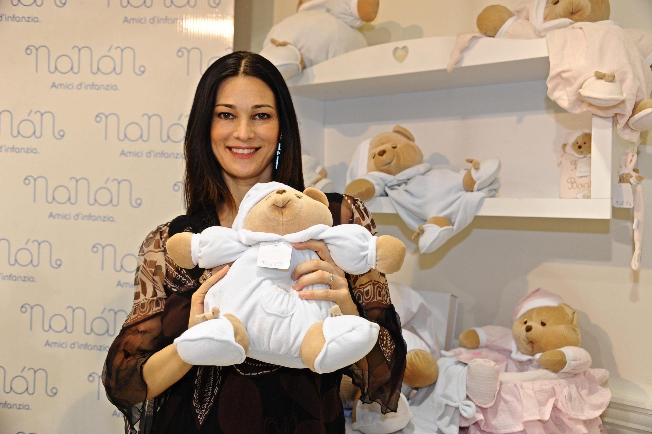 Manuela Arcuri oggi un secondo figlio