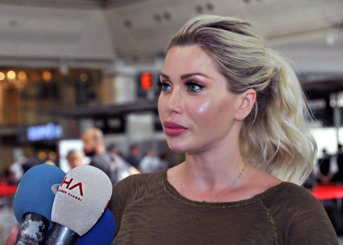 Pixee Fox, la donna che si è fatta rimuovere sei costole per assomigliare a Jessica Rabbit