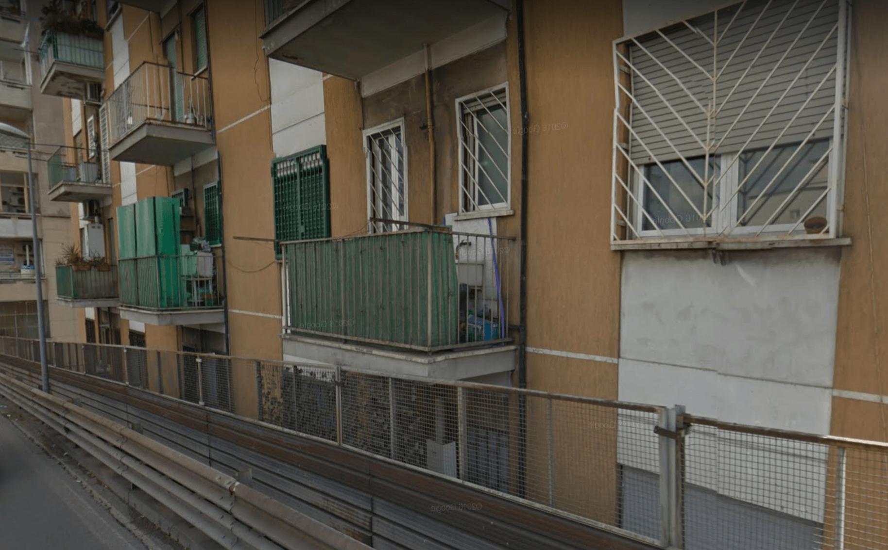 Paolo Villaggio e la sveglia di Fantozzi: il vero balcone dell'autobus preso al volo