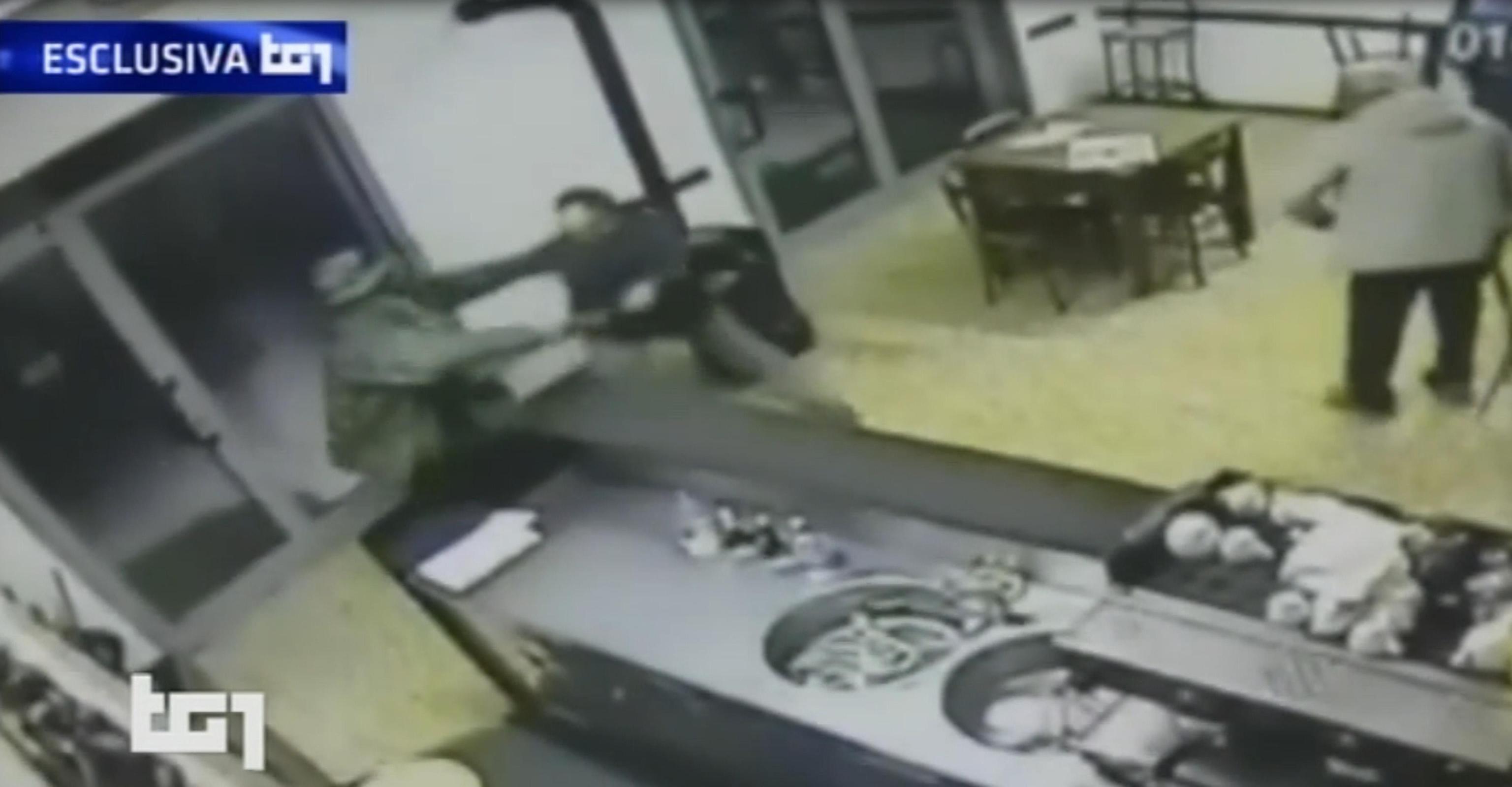 Killer di Budrio video nel bar