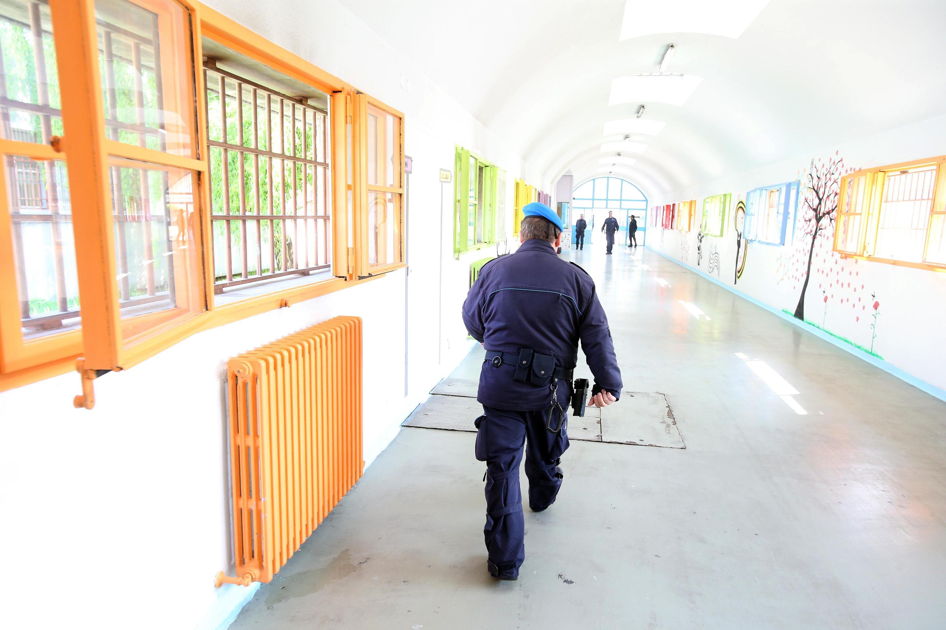 Suicidi in carcere, italiano si impicca nella prigione di Pfäffikon in Svizzera