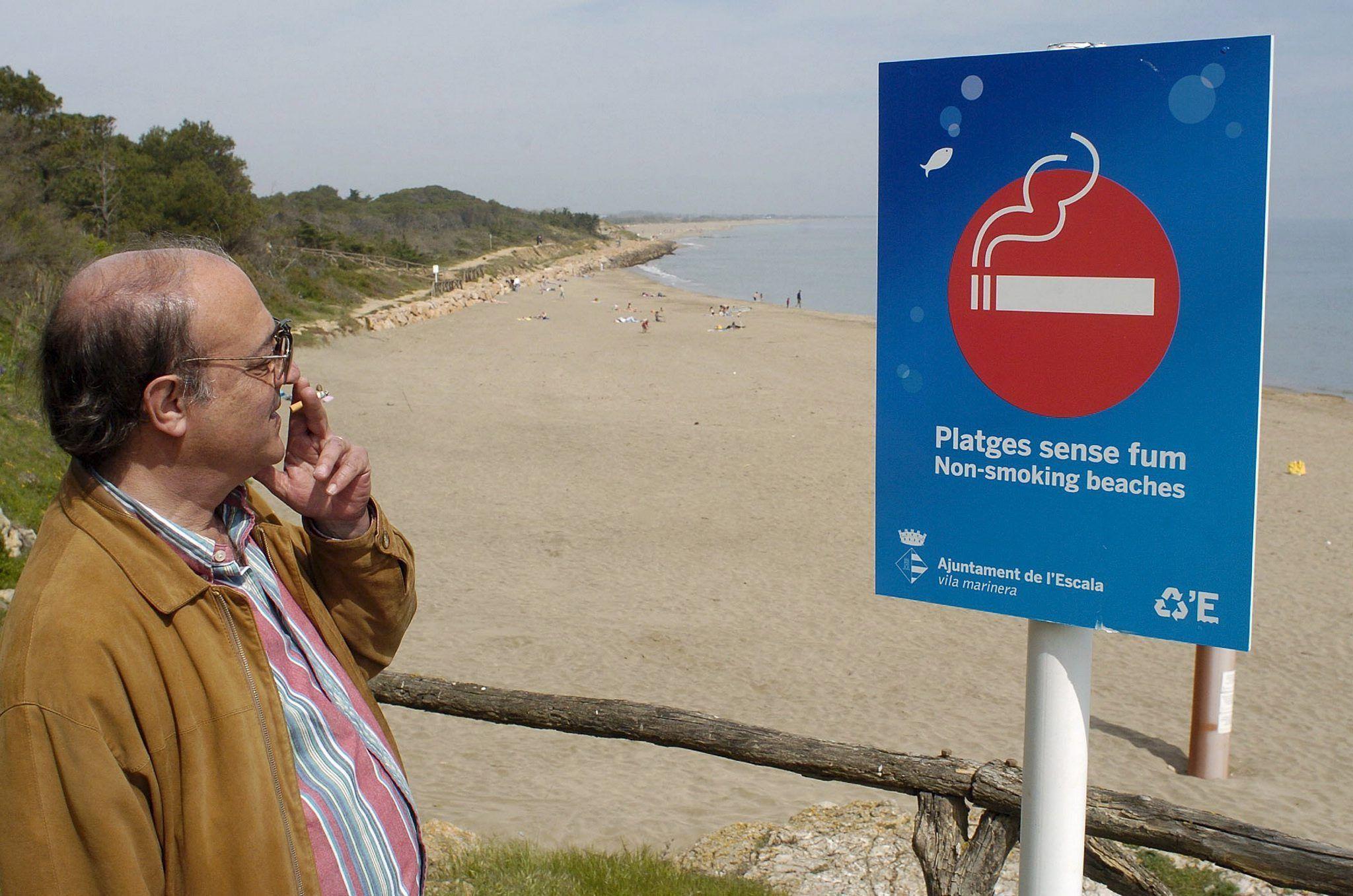 Divieto di fumo in spiaggia: la proposta del Codacons