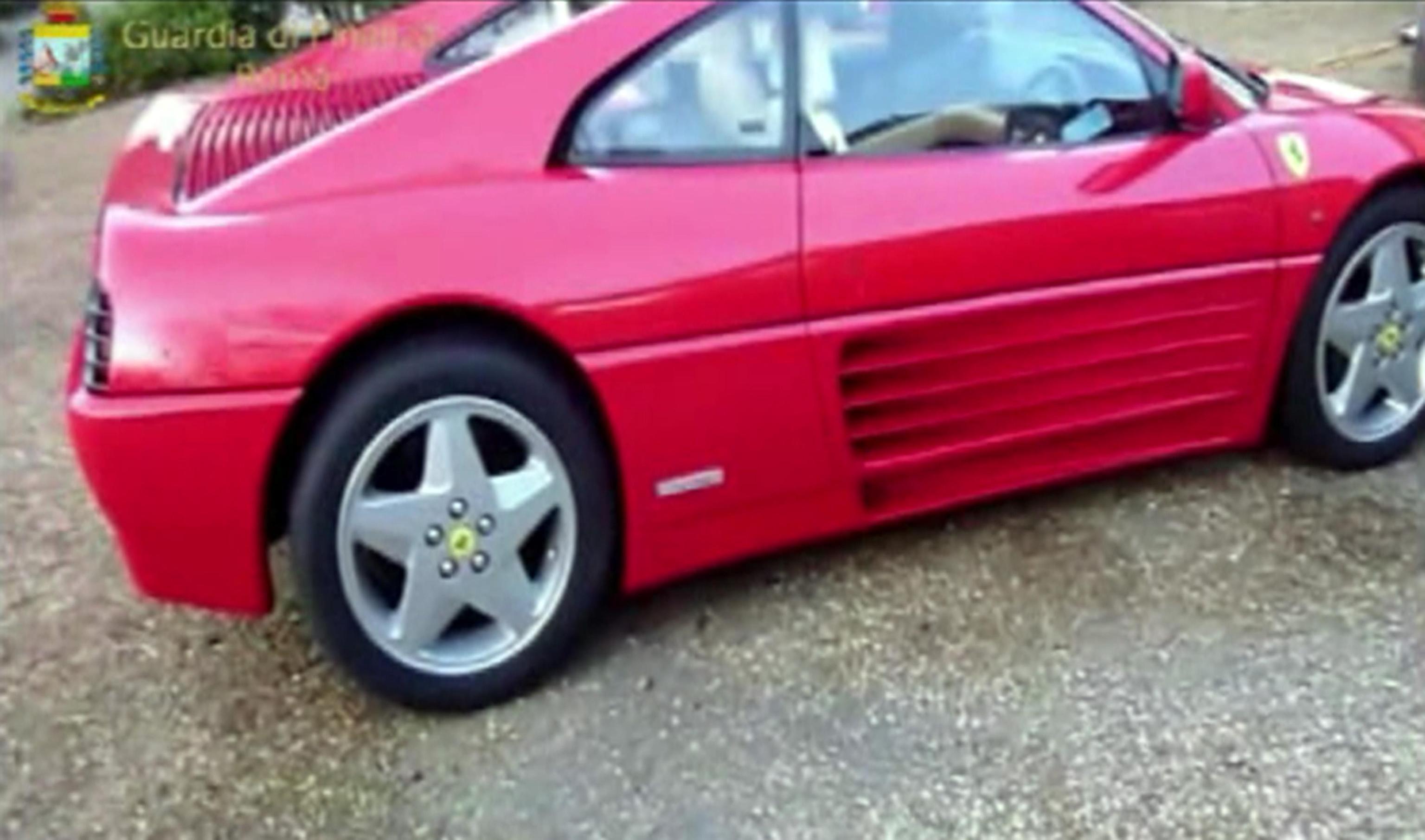 Risultava nullatenente ma girava in Ferrari: 36enne arrestato per spaccio di droga