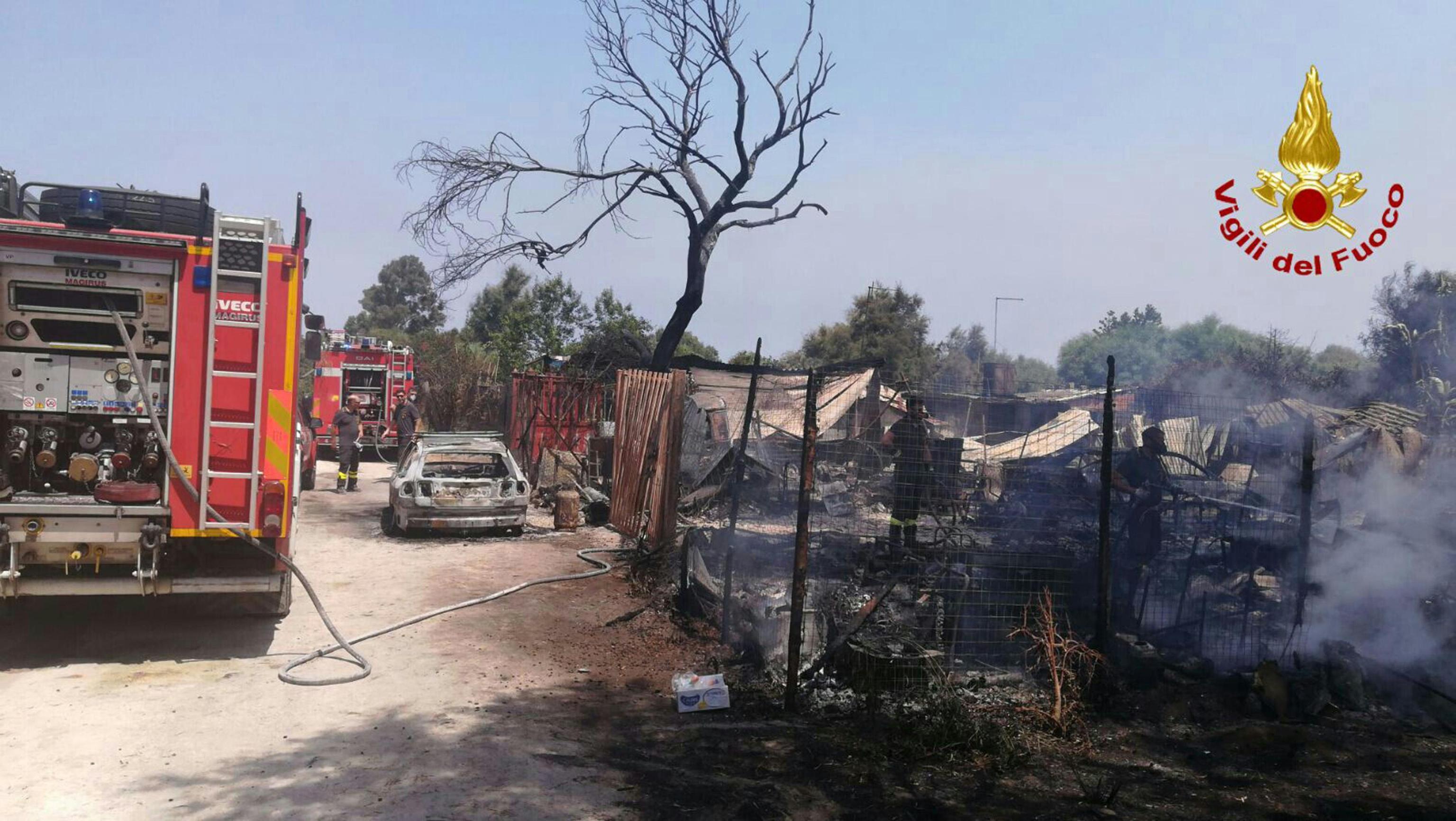 Emergenza incendi, vigili del fuoco al Governo: «Mancano uomini e mezzi»