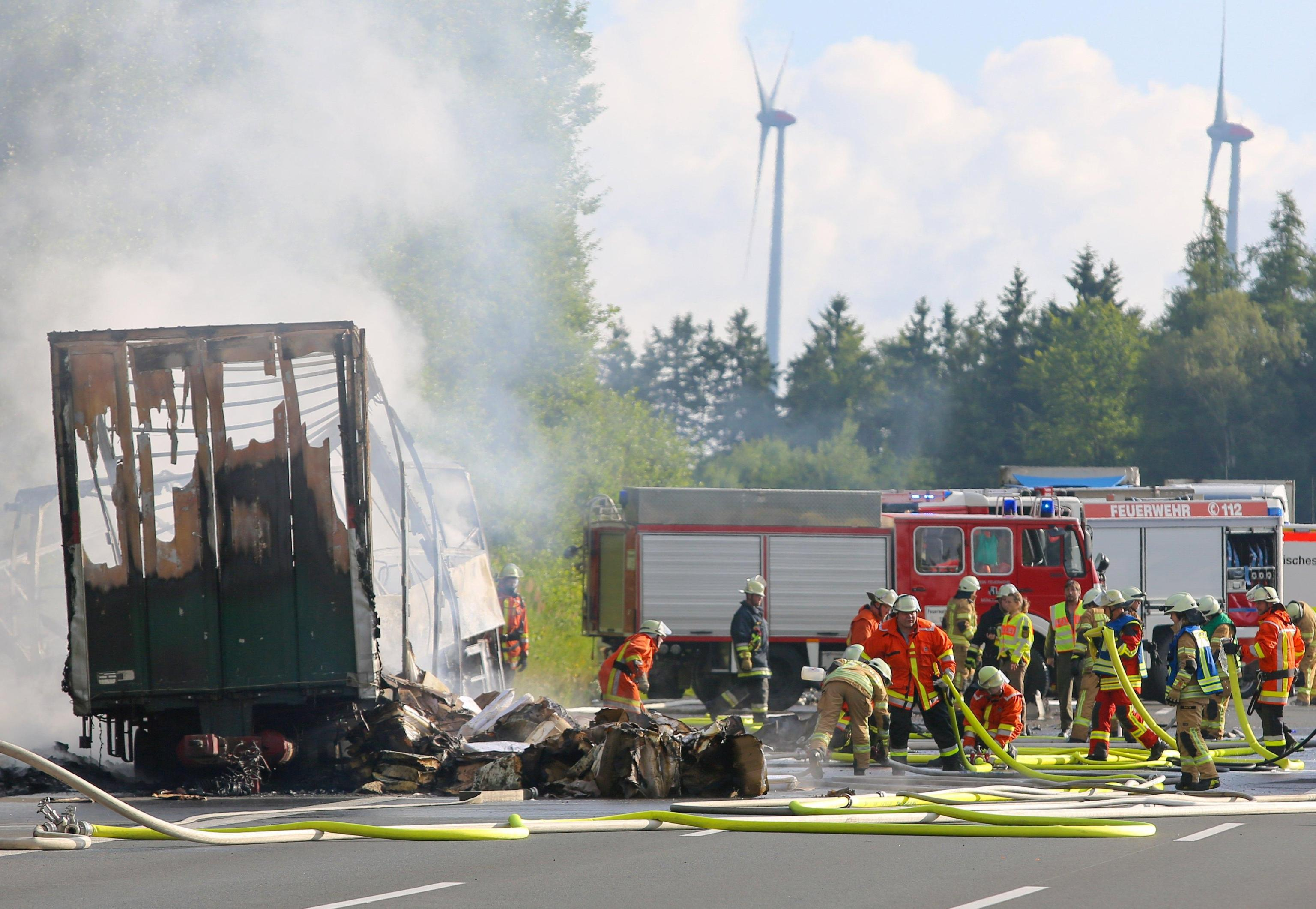 Incidente in Germania, pullman contro camion: si temono 18 morti