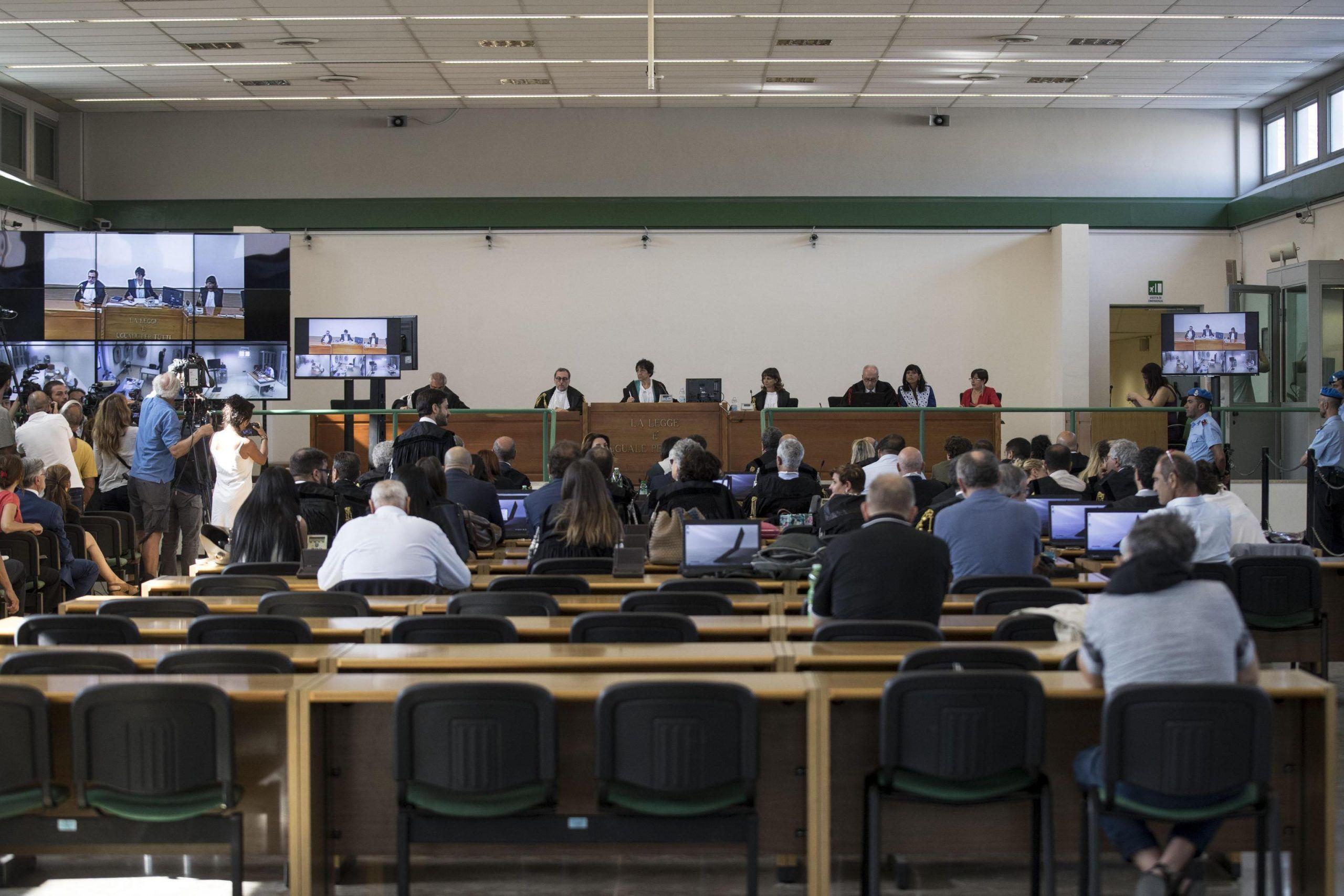 Mafia Roma: giudici in camera di consiglio