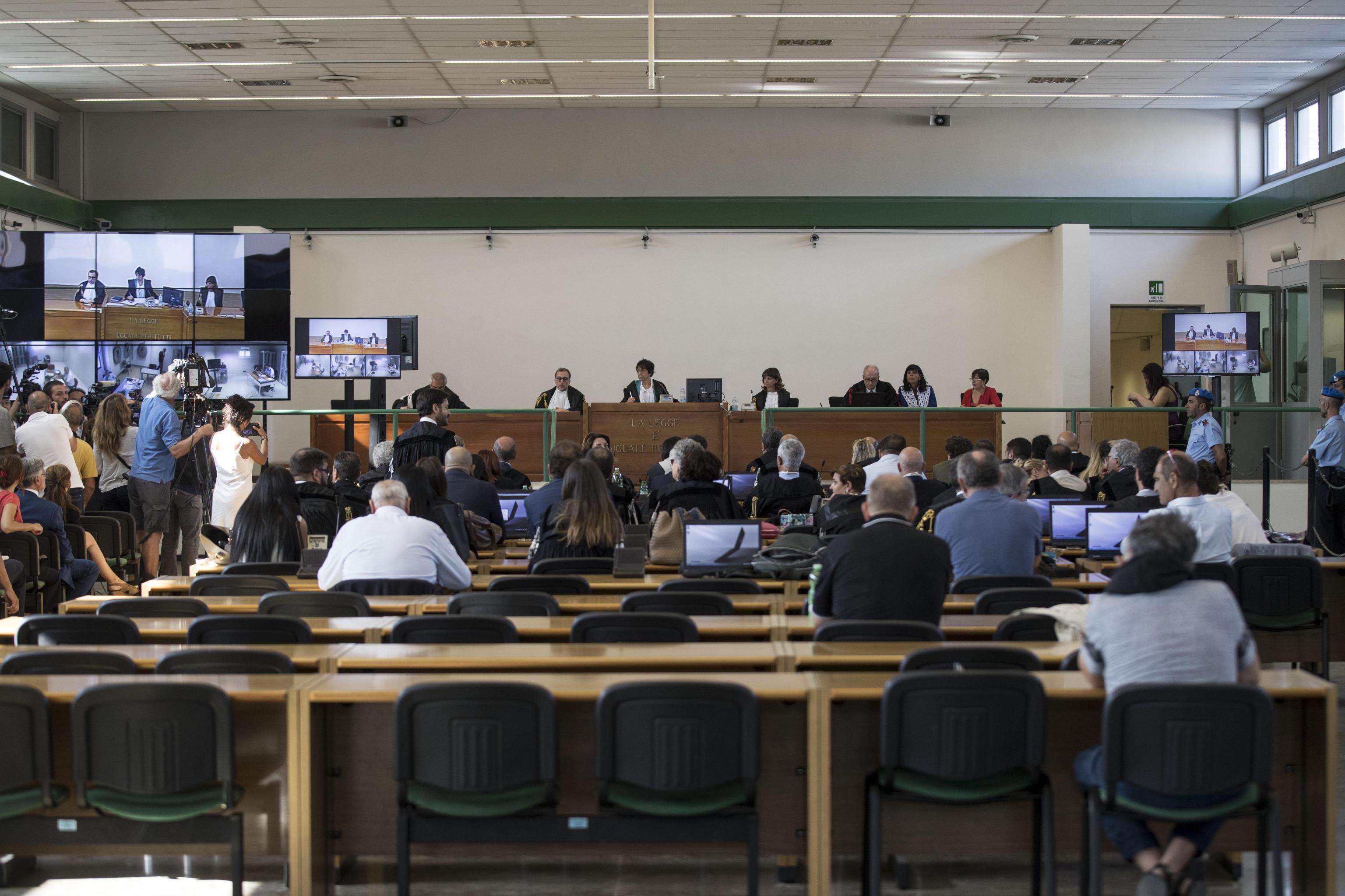 Mafia Capitale sentenza: cade l'associazione mafiosa, pene pesanti per Buzzi e Carminati