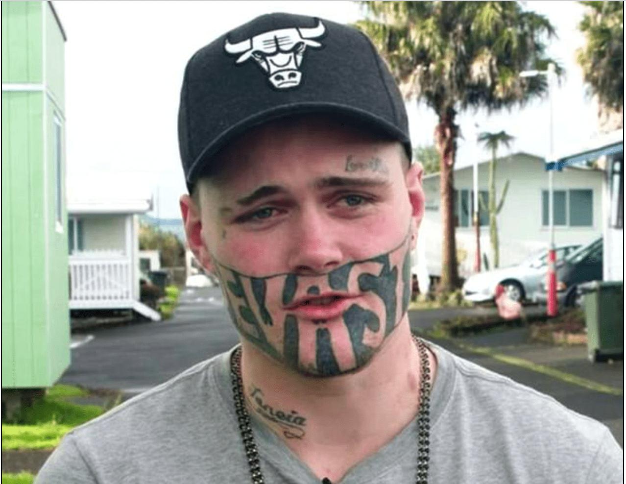 L'ex carcerato col volto tatuato ha trovato lavoro: 'Tutti possiamo sbagliare'